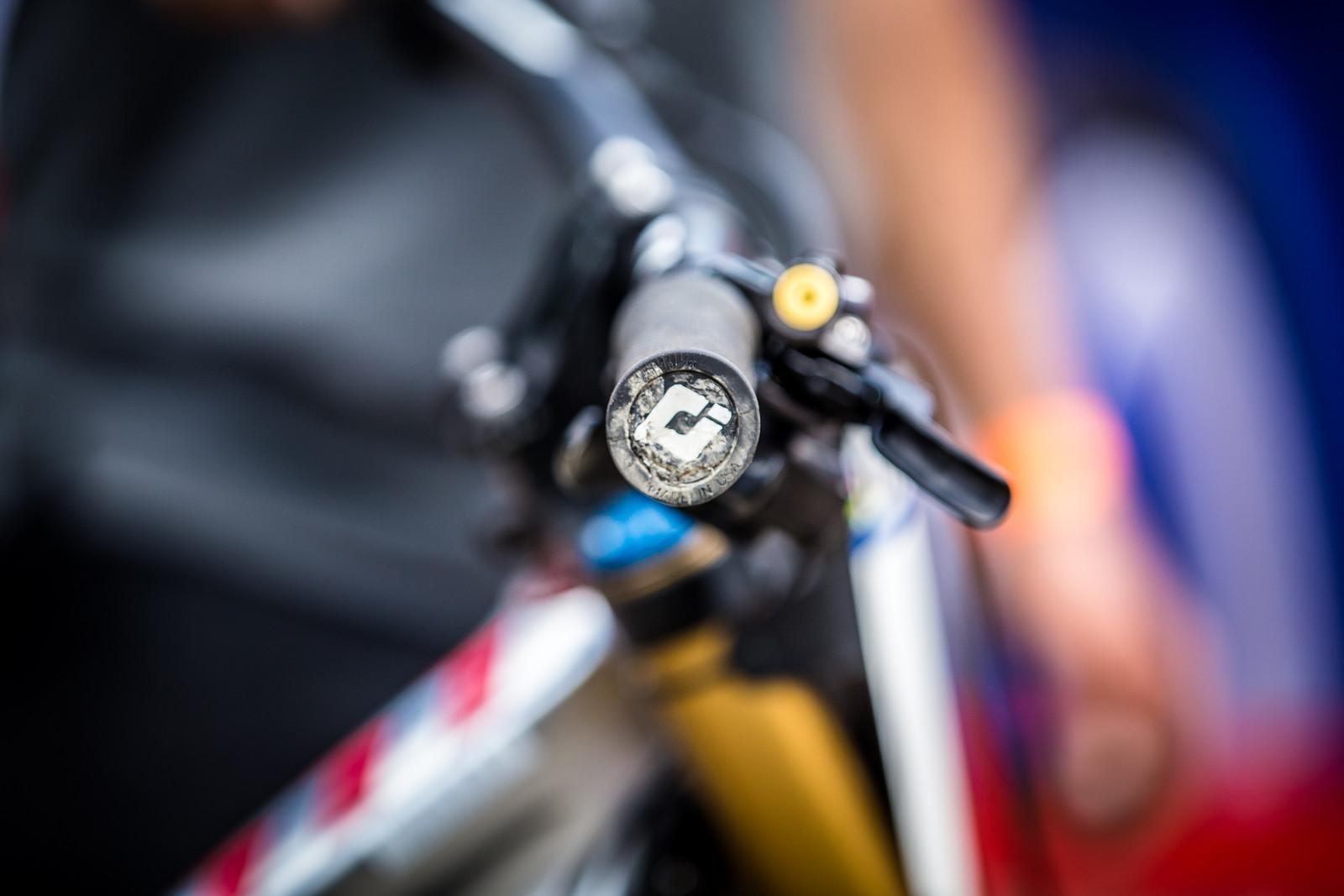 ODI Grips - WINNING BIKE: Greg Minnaar's Santa Cruz V10 29er - Mountain Biking Pictures - Vital MTB