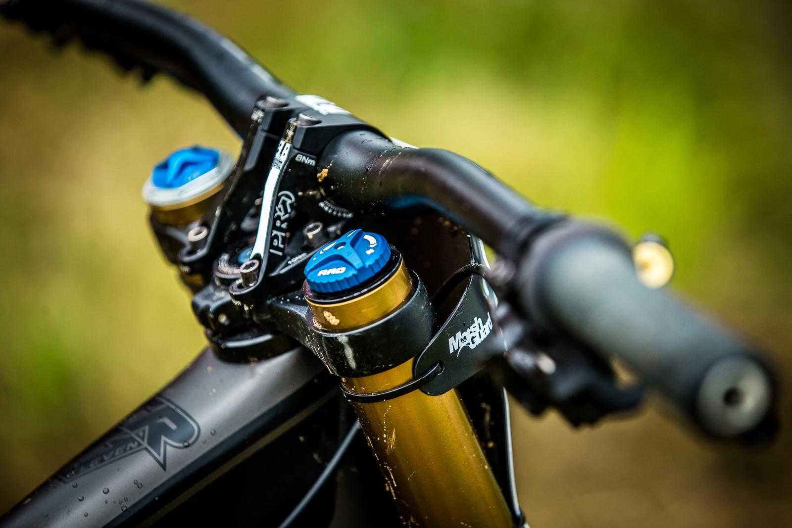 PRO Components Cockpit - WINNING BIKE: Tahnee Seagrave's Transition TR11 - Mountain Biking Pictures - Vital MTB