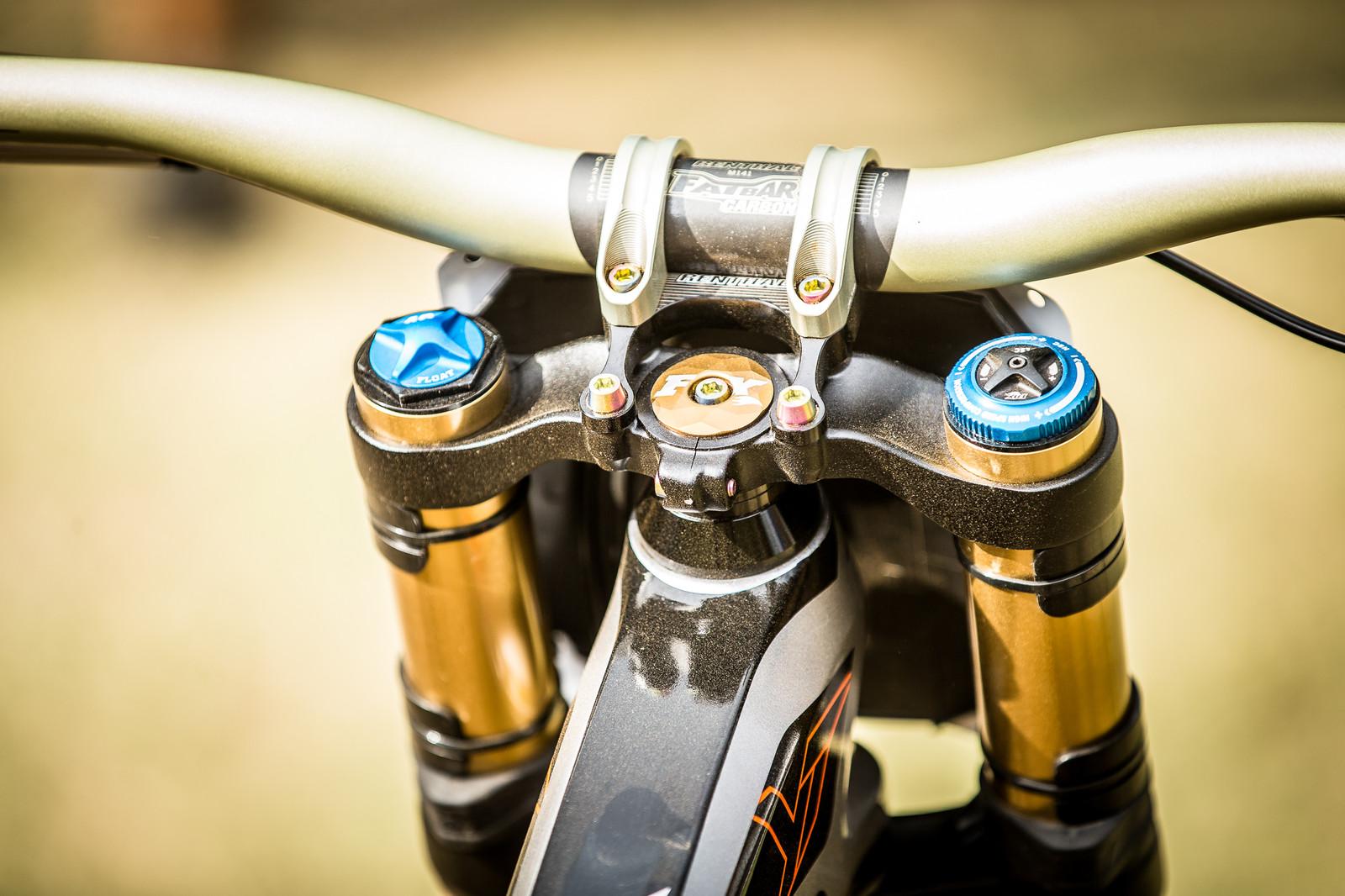 Renthal Cockpit - WINNING BIKE: Aaron Gwin's YT TUES - Mountain Biking Pictures - Vital MTB
