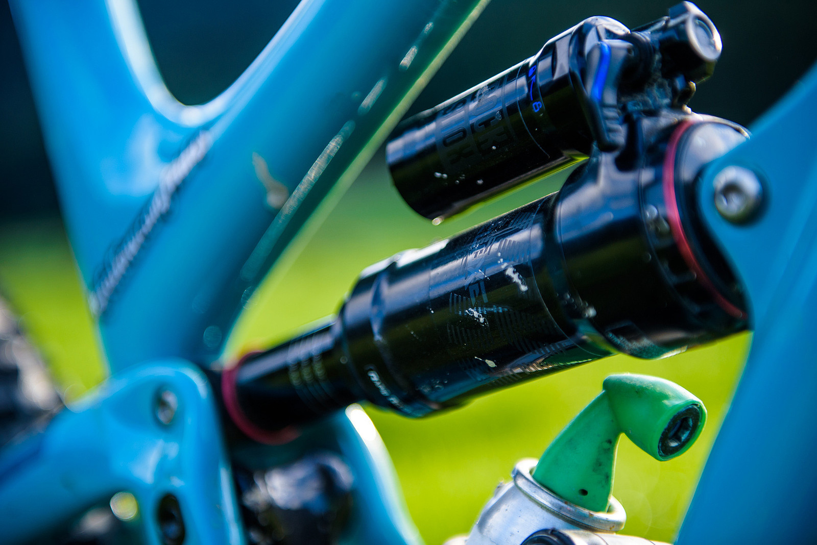Custom RockShox SuperDeluxe - Nate Hills' Yeti SB5 with 2019 RockShox Lyrik - Mountain Biking Pictures - Vital MTB
