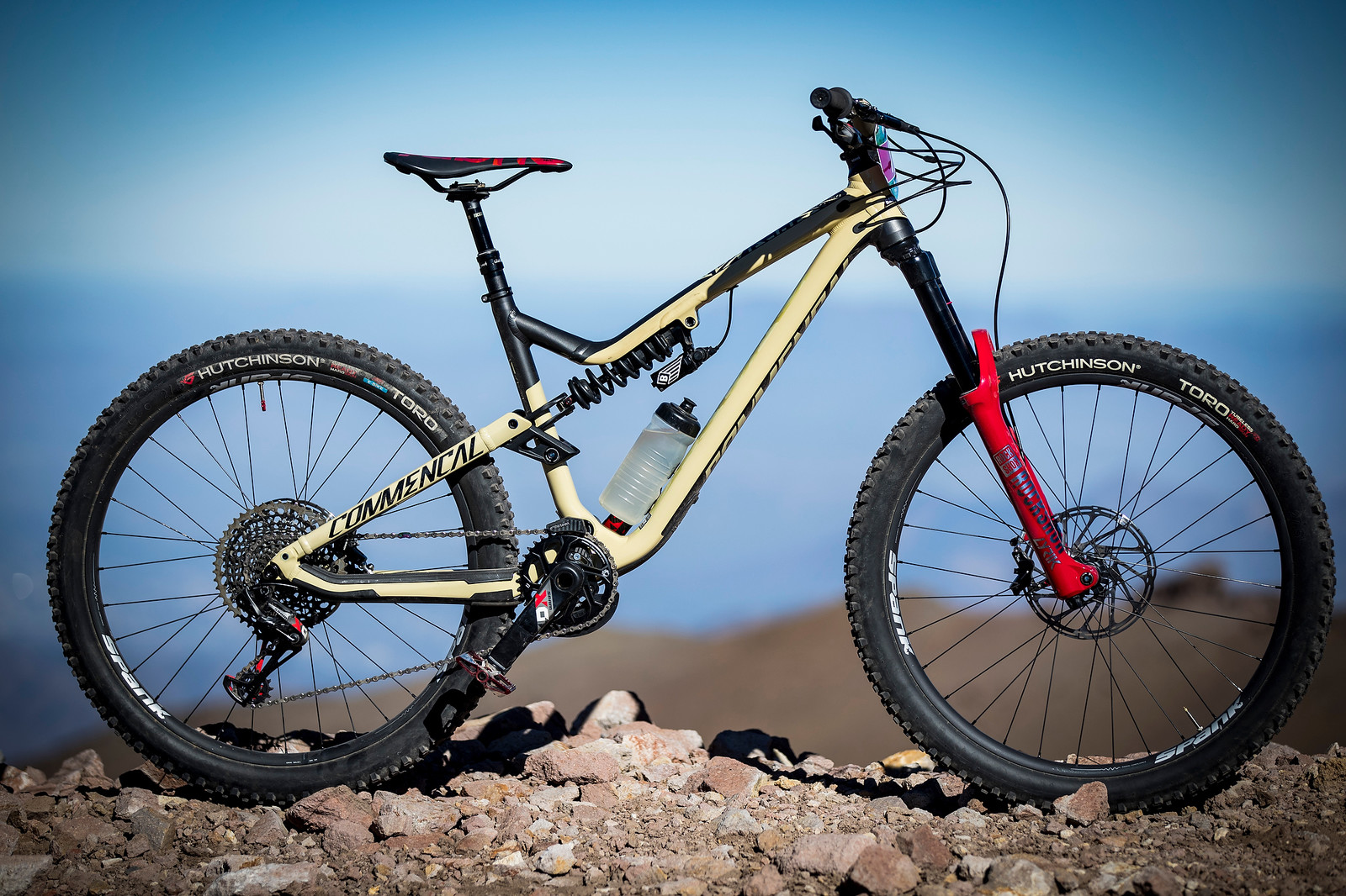 Cecile Ravanel's Commencal Meta AM V4.2 at the 2018 La Parva EWS - PIT BITS AND BIKES - Enduro World Series, Chile - Mountain Biking Pictures - Vital MTB