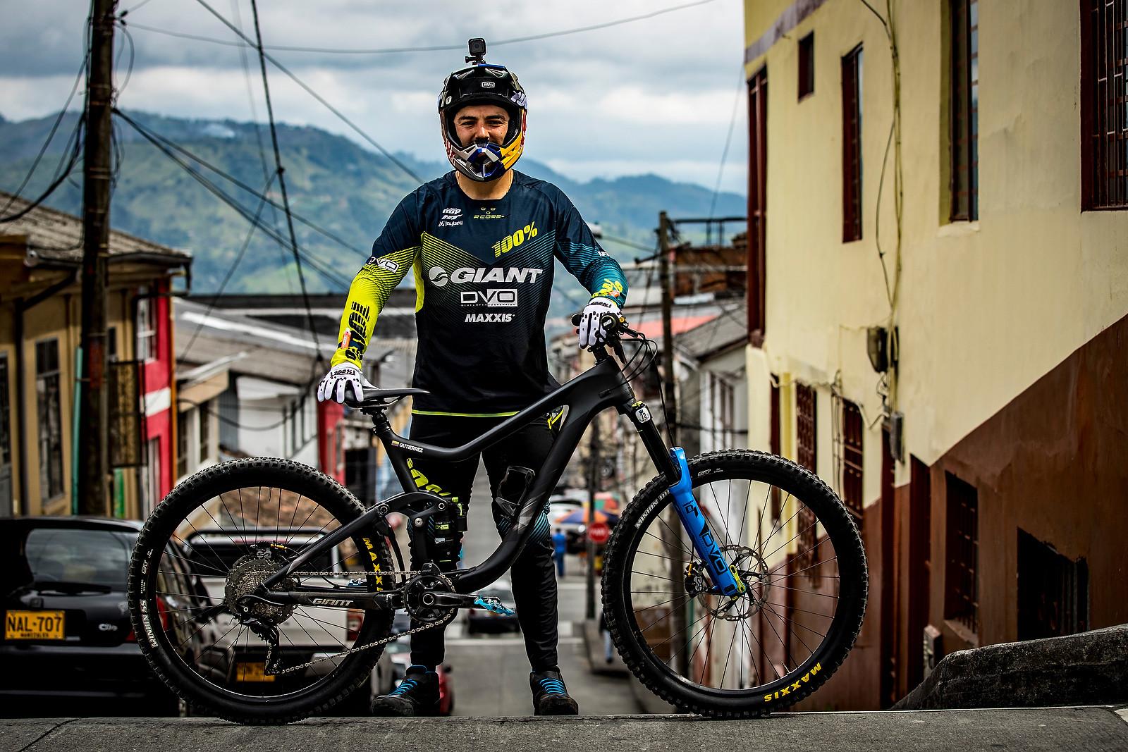 Marcelo's Giant Reign - URBAN ENDURO! EWS Colombia - Mountain Biking Pictures - Vital MTB