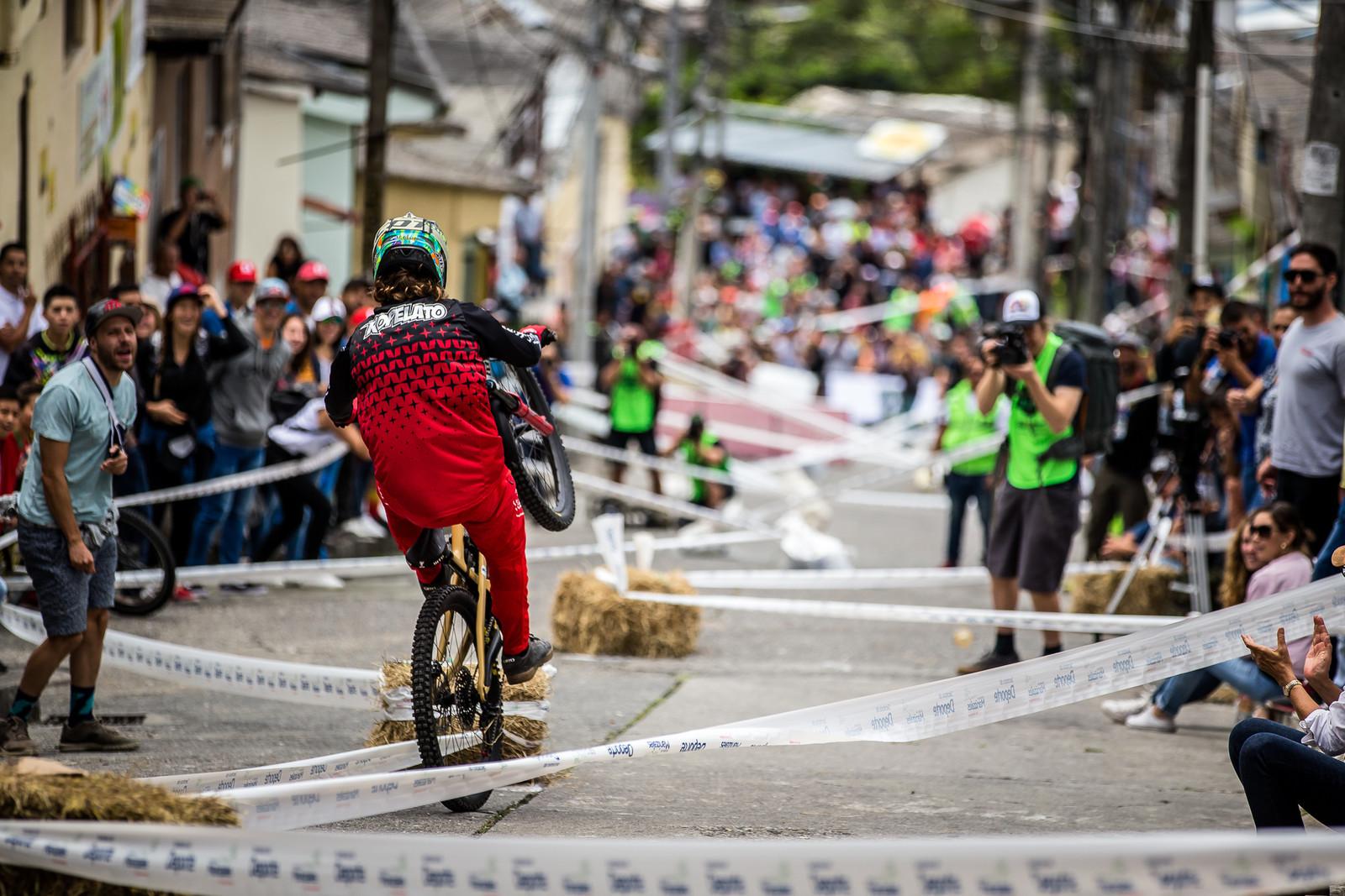 Manual Mitch - URBAN ENDURO! EWS Colombia - Mountain Biking Pictures - Vital MTB
