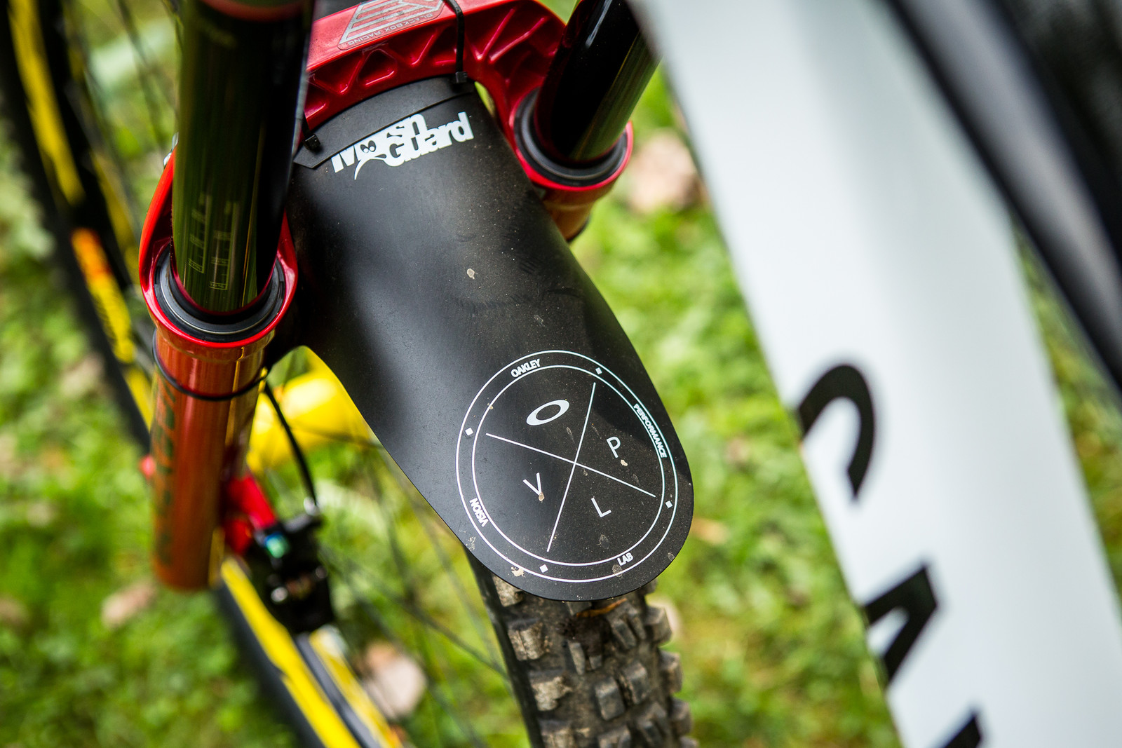 Marshguard with Oakley Graphics - Pro Bike Check: Troy Brosnan's Canyon Sender - Mountain Biking Pictures - Vital MTB