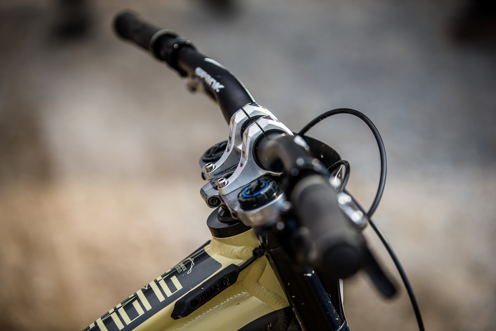 Custom Stem? - WINNING BIKE - Amaury Pierron's Commencal Supreme DH 29 - Mountain Biking Pictures - Vital MTB
