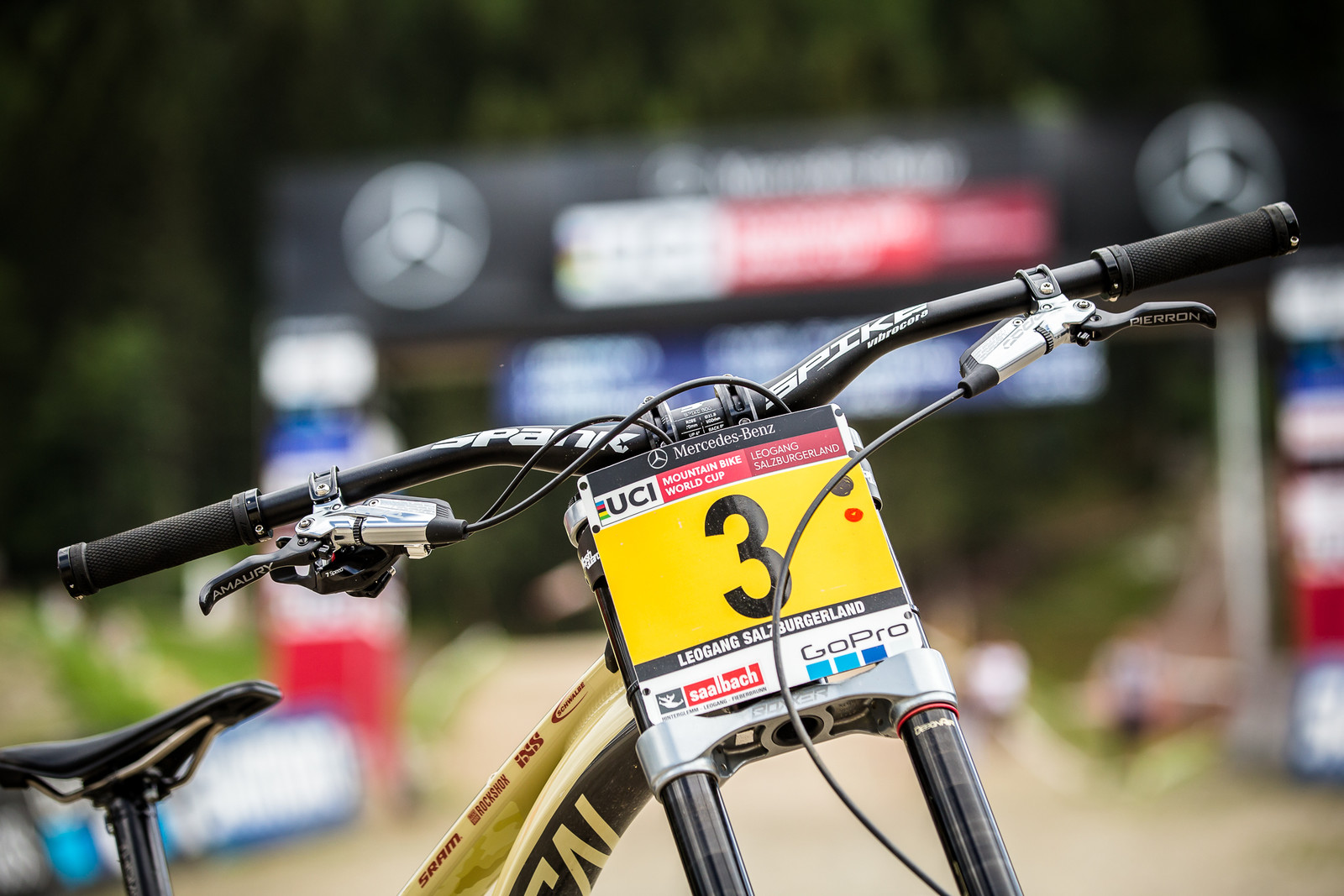 Spank Spike Vibrocore Bars - WINNING BIKE - Amaury Pierron's Commencal Supreme DH 29 - Mountain Biking Pictures - Vital MTB