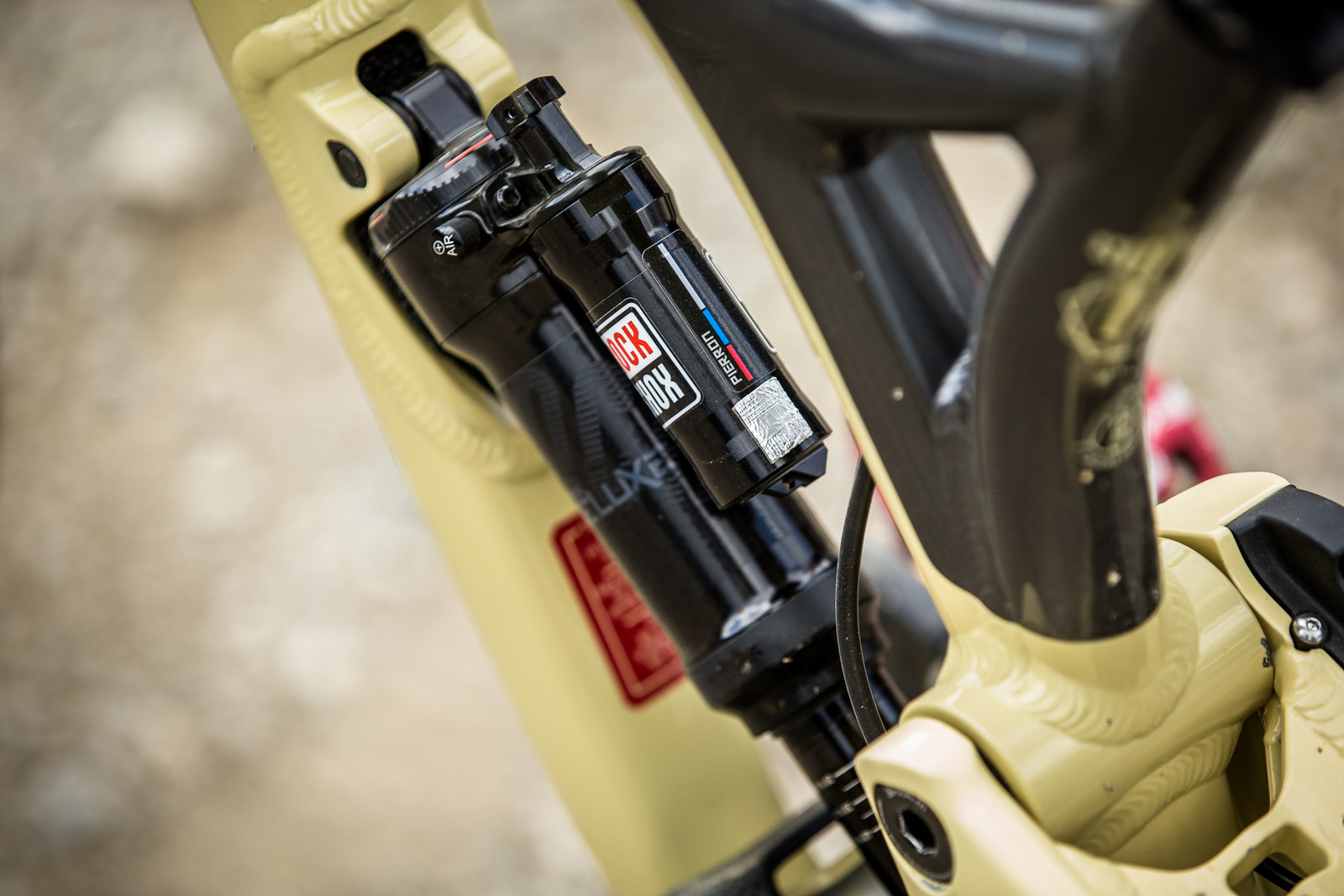 RockShox SuperDeluxe Air Shock - WINNING BIKE - Amaury Pierron's Commencal Supreme DH 29 - Mountain Biking Pictures - Vital MTB