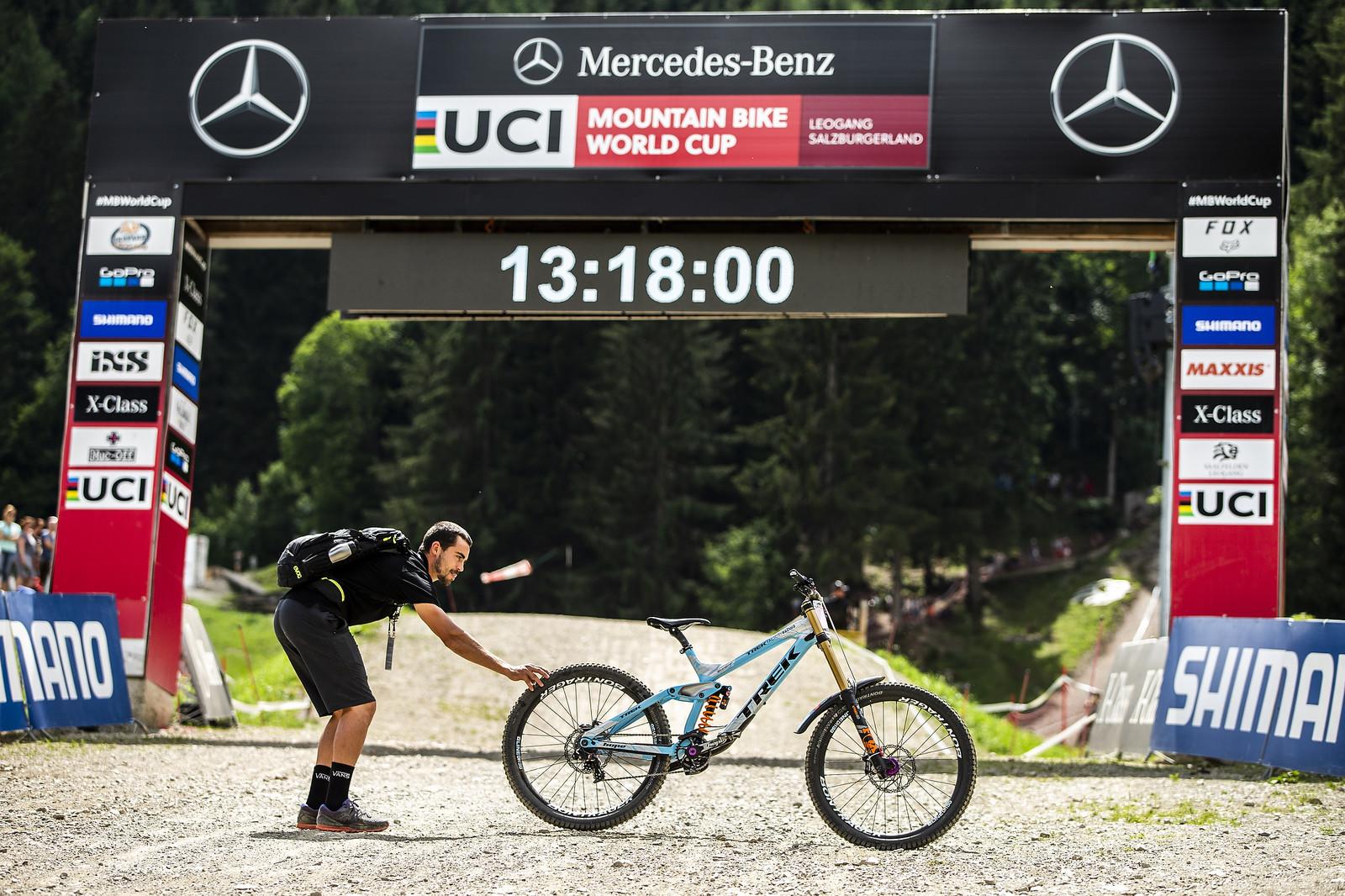 Fast Standing Still - WINNING BIKE - Rachel Atherton's Trek Session - Mountain Biking Pictures - Vital MTB