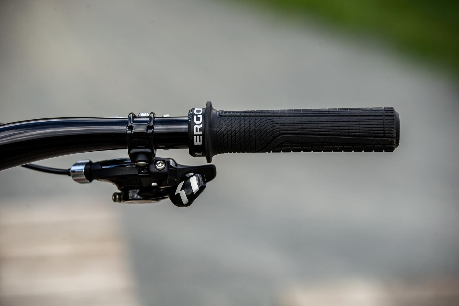 Ergon GD1 Grips, SRAM X0 DH Shifter - WINNING BIKE - Vali Höll's YT TUES - Mountain Biking Pictures - Vital MTB