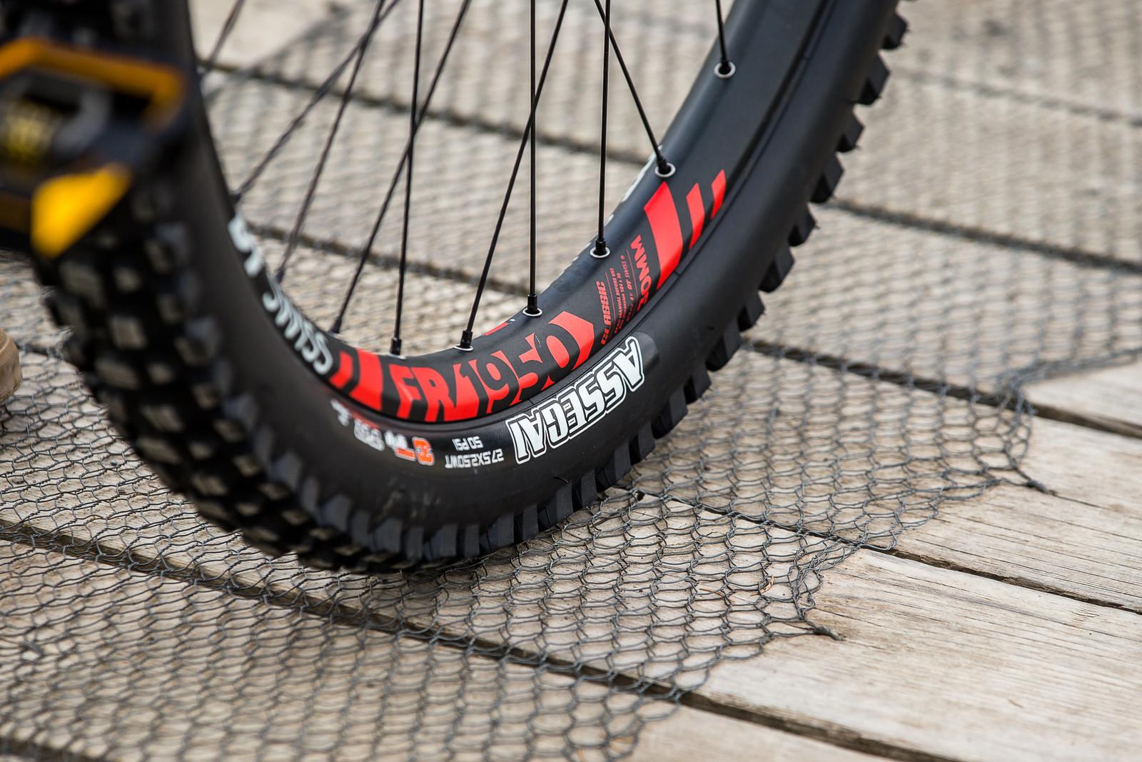 DT Swiss FR 1950 Wheels, Maxxis Assegai Front Tire - WINNING BIKE - Vali Höll's YT TUES - Mountain Biking Pictures - Vital MTB