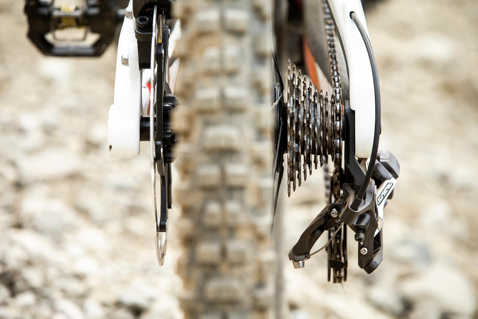10-speed Shimano Road Cluster - WINNING BIKE - Danny Hart's Saracen Myst - Mountain Biking Pictures - Vital MTB
