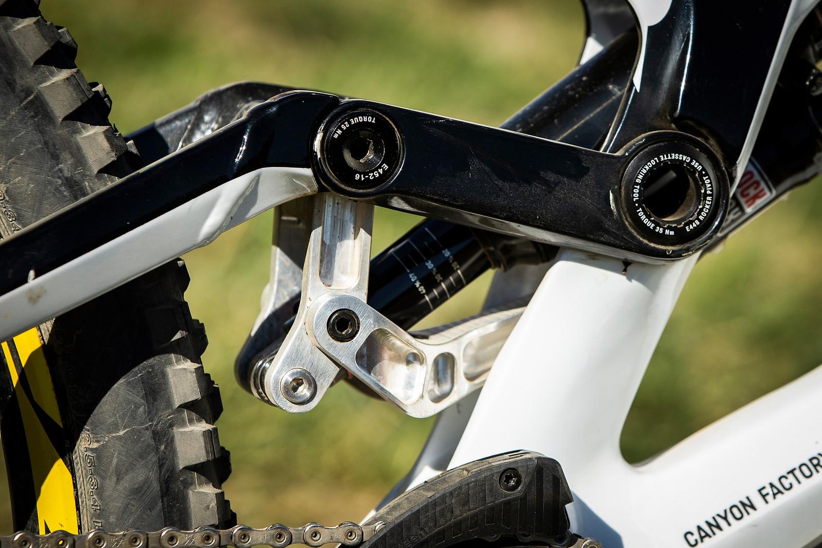 Troy Brosnan's Custom Canyon Sender Linkage - WINNING BIKE - Troy Brosnan's Canyon Sender - Mountain Biking Pictures - Vital MTB