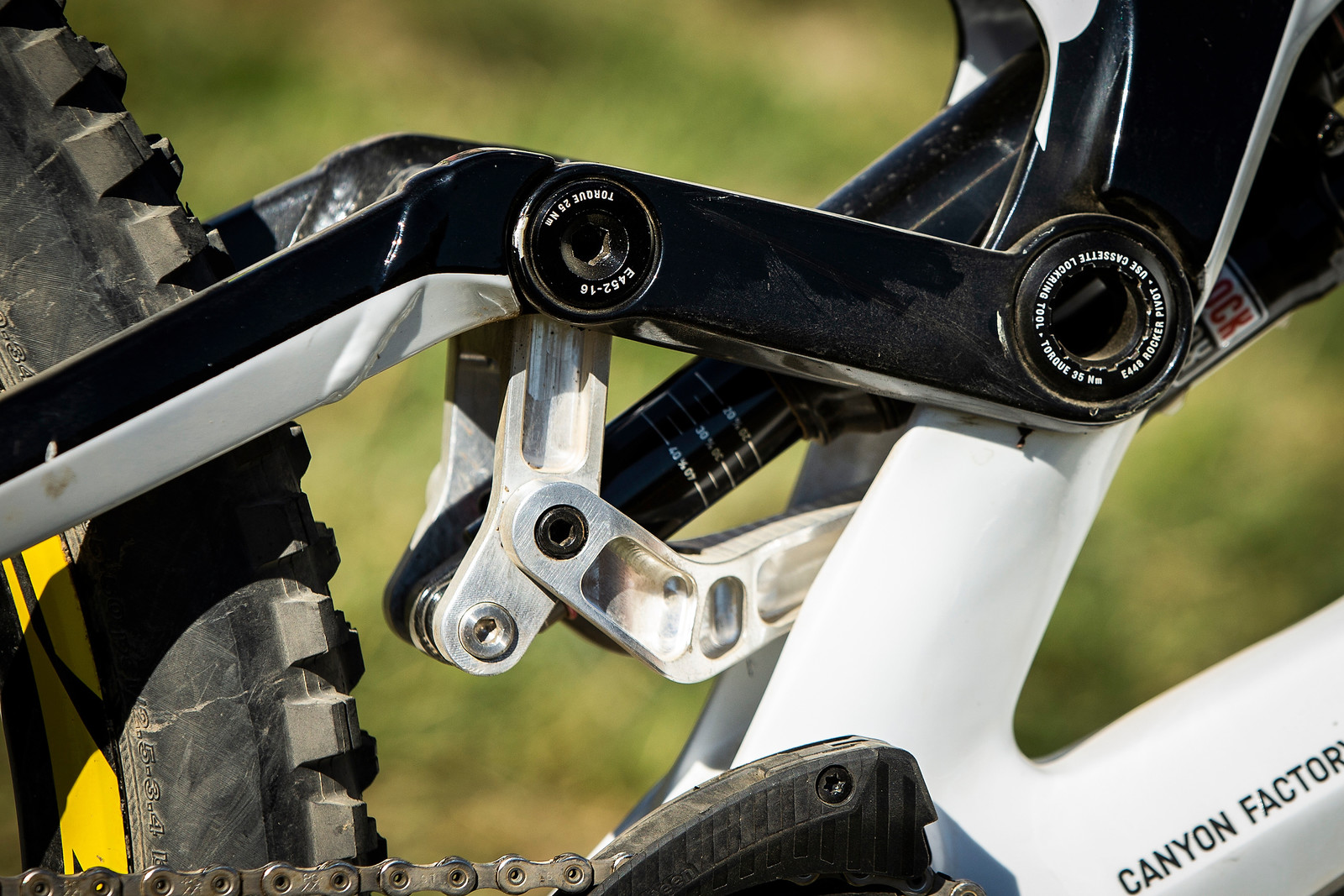 Troy Brosnan's Custom Canyon Sender Linkage - WINNING BIKE - Troy Brosnan's Canyon Sender - Mountain Biking Pictures - Vital MTB
