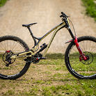 The Subtle Differences Between Amaury Pierron's Winning Commencal Supreme DH 29ers