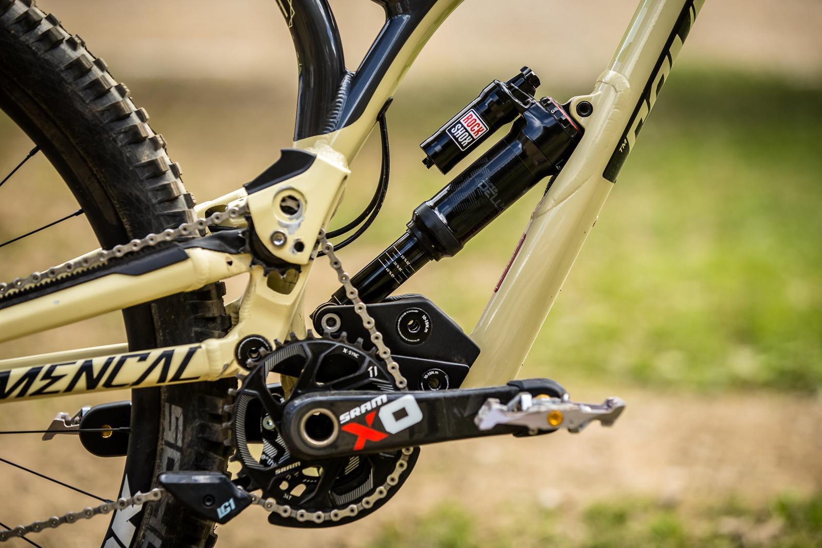 Linkage Goods - WINNING BIKE - Amaury Pierron's Commencal Supreme DH 29 - Mountain Biking Pictures - Vital MTB