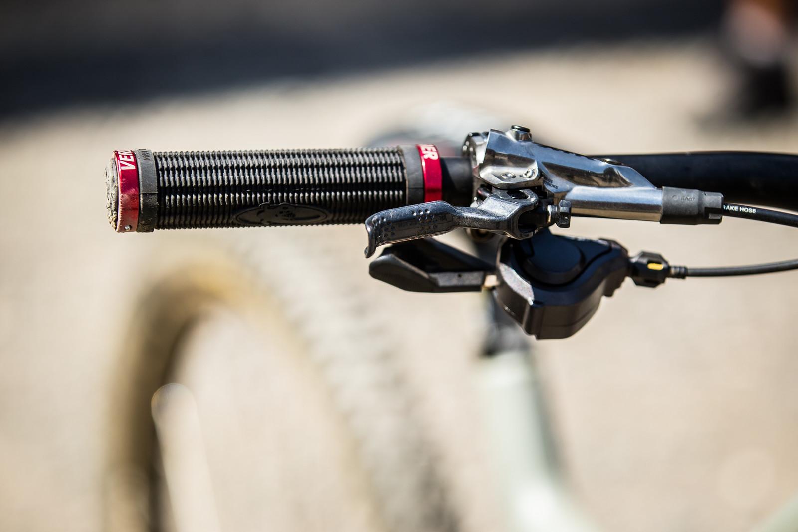 Lizard Skins Grips - WINNING BIKE - Loris Vergier's Santa Cruz V10cc 29 - Mountain Biking Pictures - Vital MTB