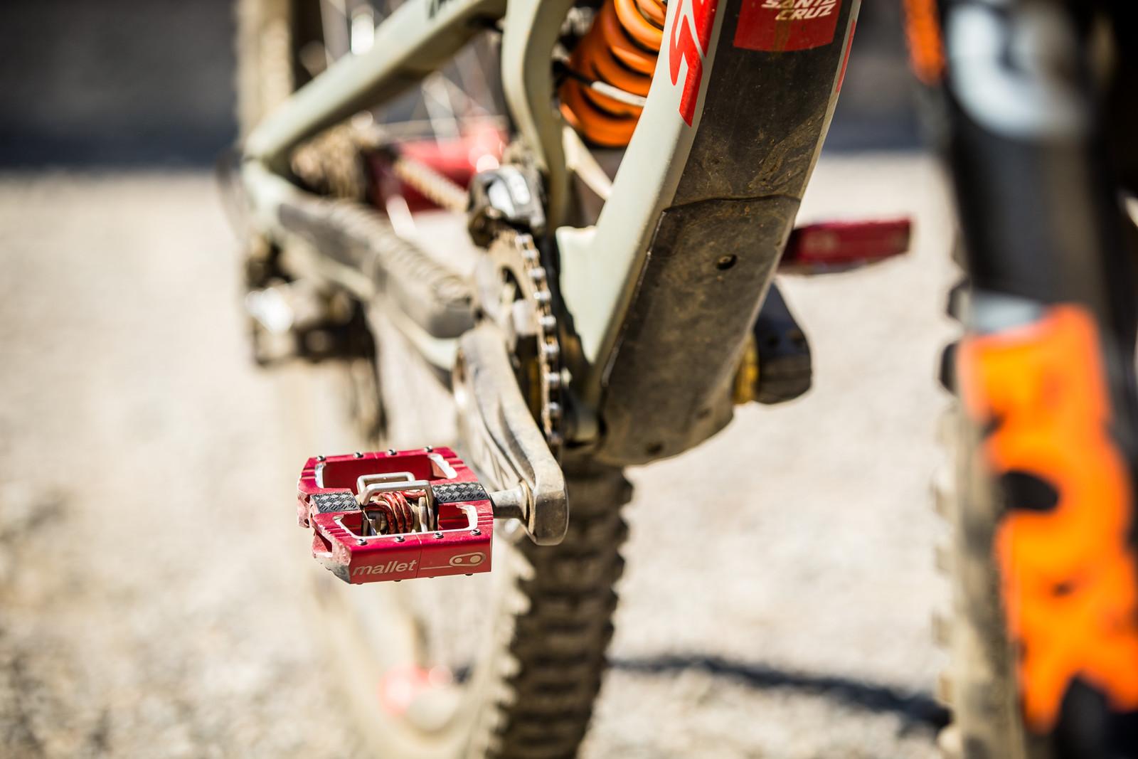 Crank Brothers Mallet Pedals - WINNING BIKE - Loris Vergier's Santa Cruz V10cc 29 - Mountain Biking Pictures - Vital MTB