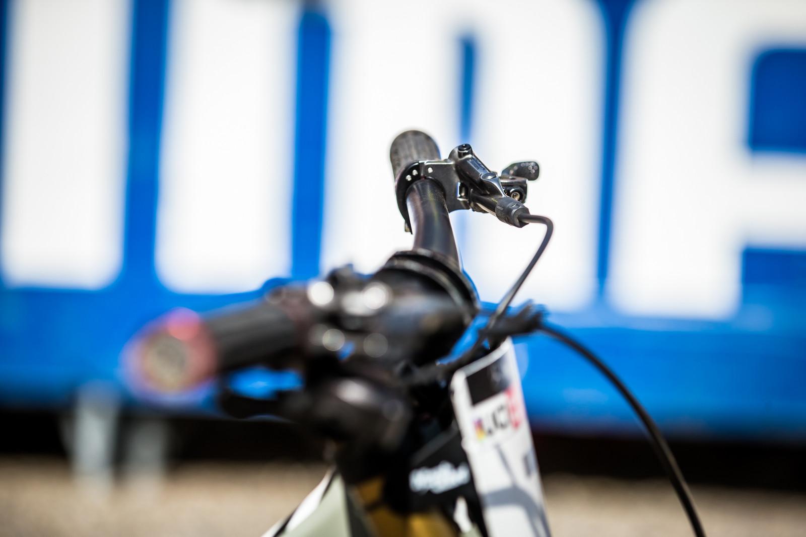 Flat levers for Loris - WINNING BIKE - Loris Vergier's Santa Cruz V10cc 29 - Mountain Biking Pictures - Vital MTB