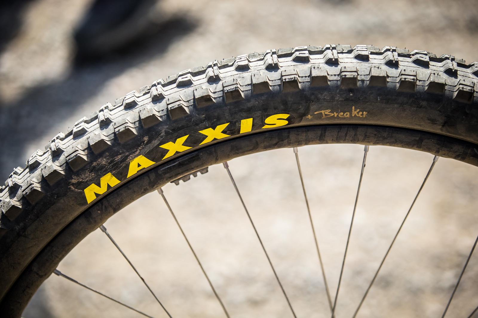 Maxxis Minion DHR II Rear Tire with Breaker Construction - WINNING BIKE - Loris Vergier's Santa Cruz V10cc 29 - Mountain Biking Pictures - Vital MTB