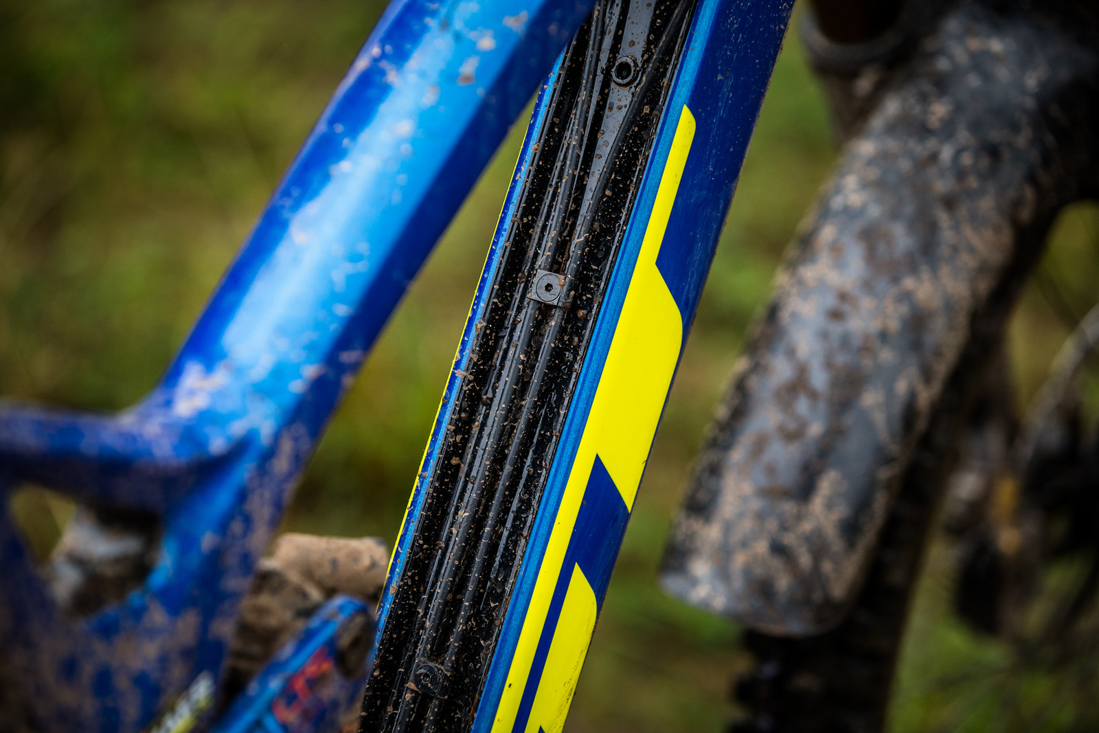 Recessed Cable Routing - WINNING BIKE - Martin Maes' GT Fury - Mountain Biking Pictures - Vital MTB