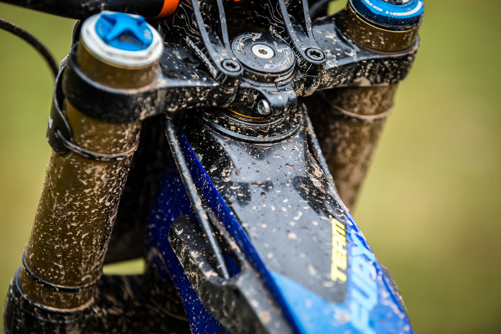 Adjustable Headset / Headtube Cup - WINNING BIKE - Martin Maes' GT Fury - Mountain Biking Pictures - Vital MTB