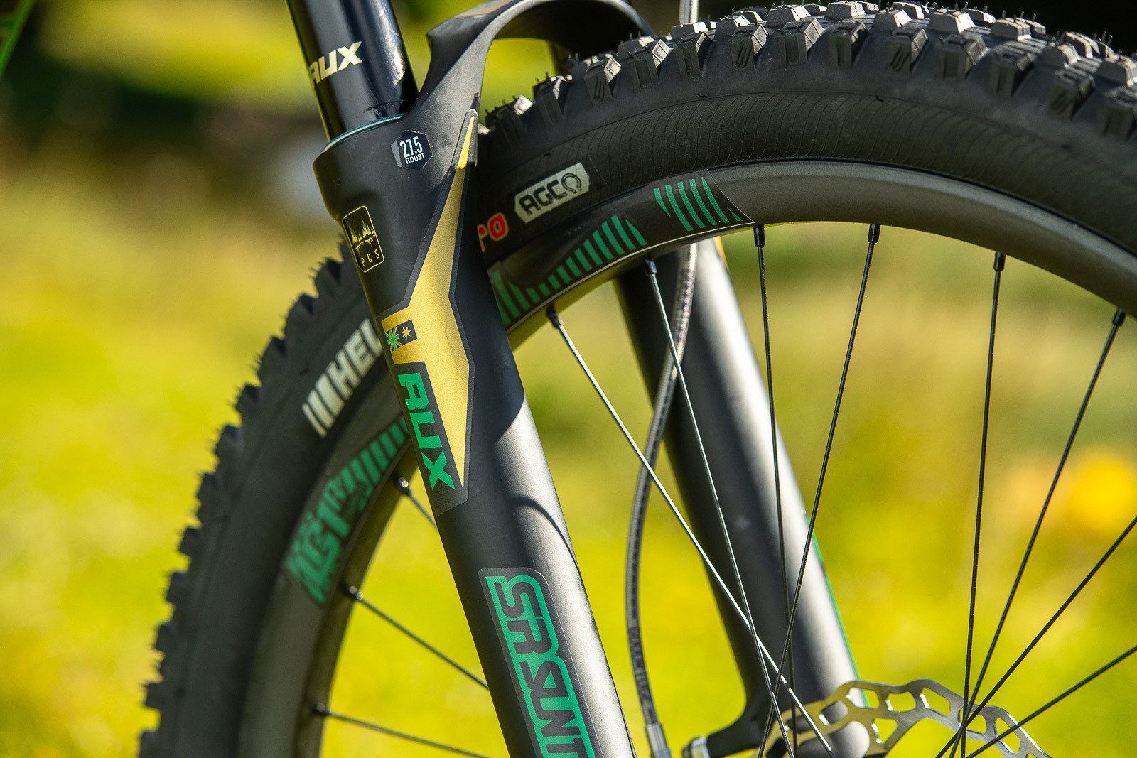 Speed Colors - WORLD CHAMPS BIKES - Mick & Tracey Hannah's Polygons - Mountain Biking Pictures - Vital MTB
