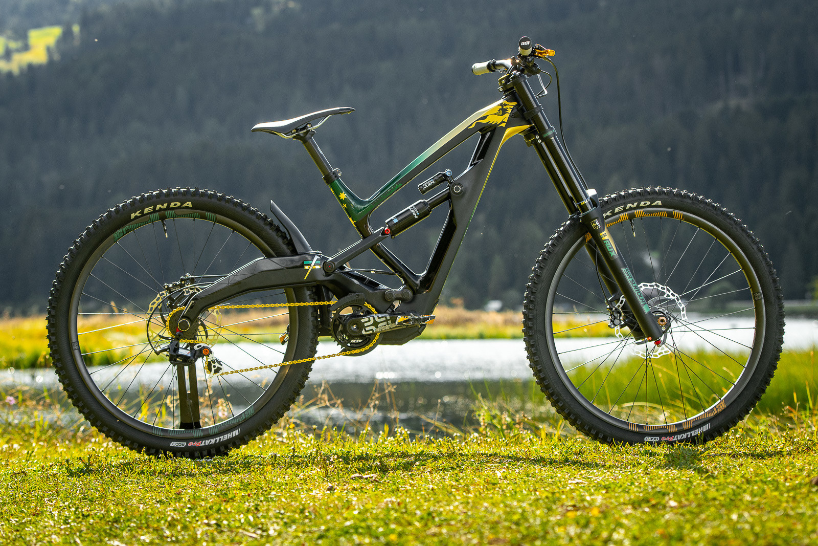 Tracey Hannah's Polygon DH9 - WORLD CHAMPS BIKES - Mick & Tracey Hannah's Polygons - Mountain Biking Pictures - Vital MTB