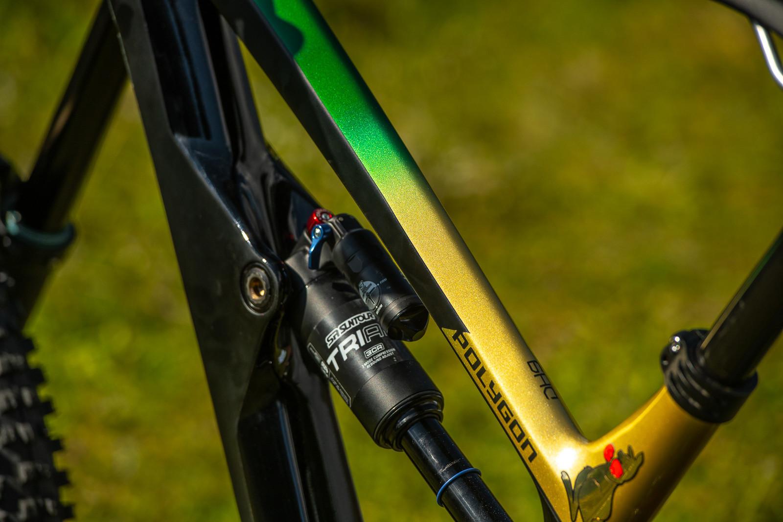 SR Suntour TriAir Shock - WORLD CHAMPS BIKES - Mick & Tracey Hannah's Polygons - Mountain Biking Pictures - Vital MTB