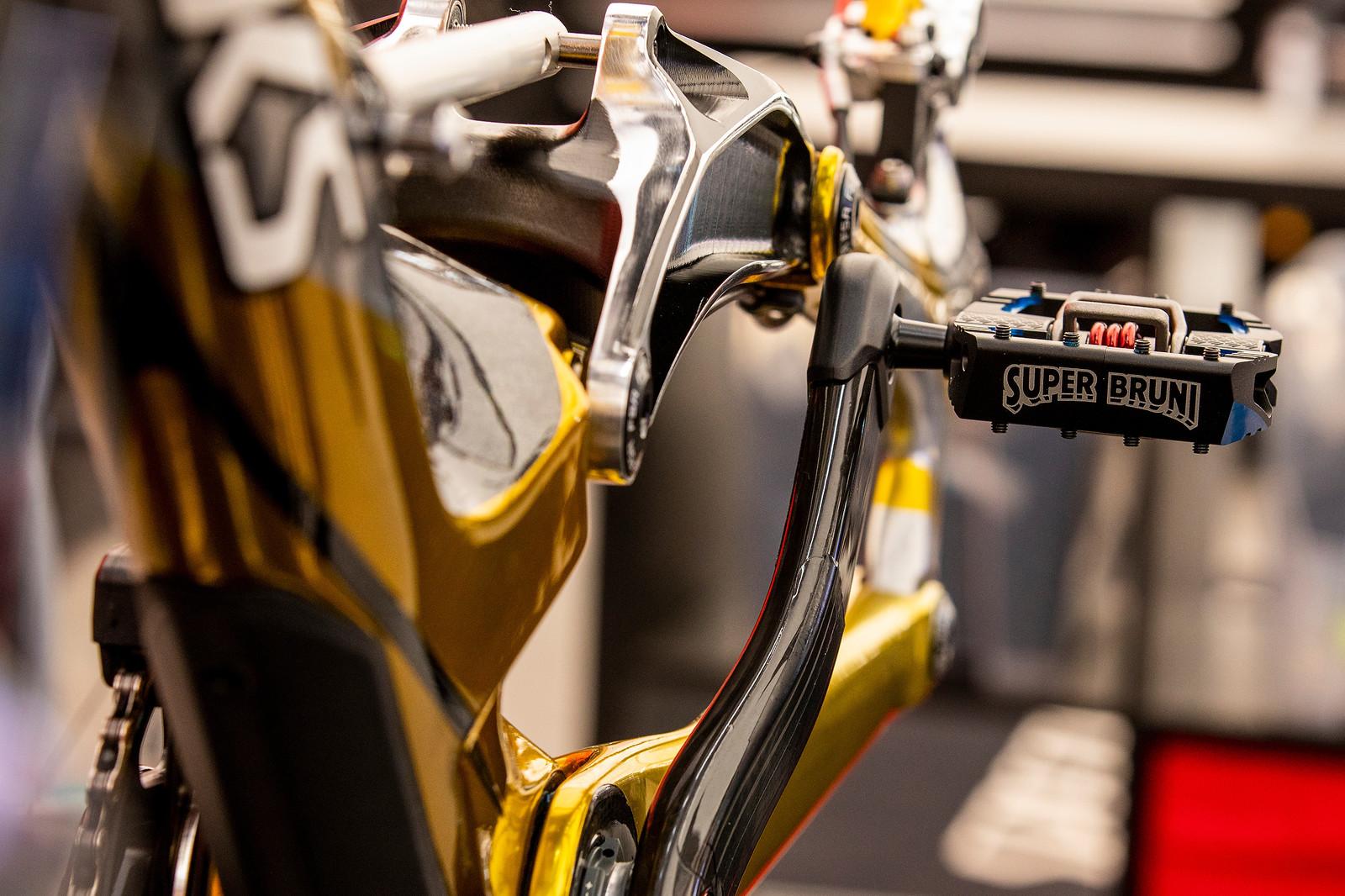 Super Bruni - WORLD CHAMPS BIKE - Loic Bruni's Specialized Demo - Mountain Biking Pictures - Vital MTB