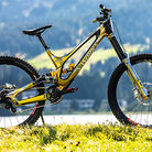 KING OF BLING? Loic Bruni's World Champs Specialized Demo DH Bike