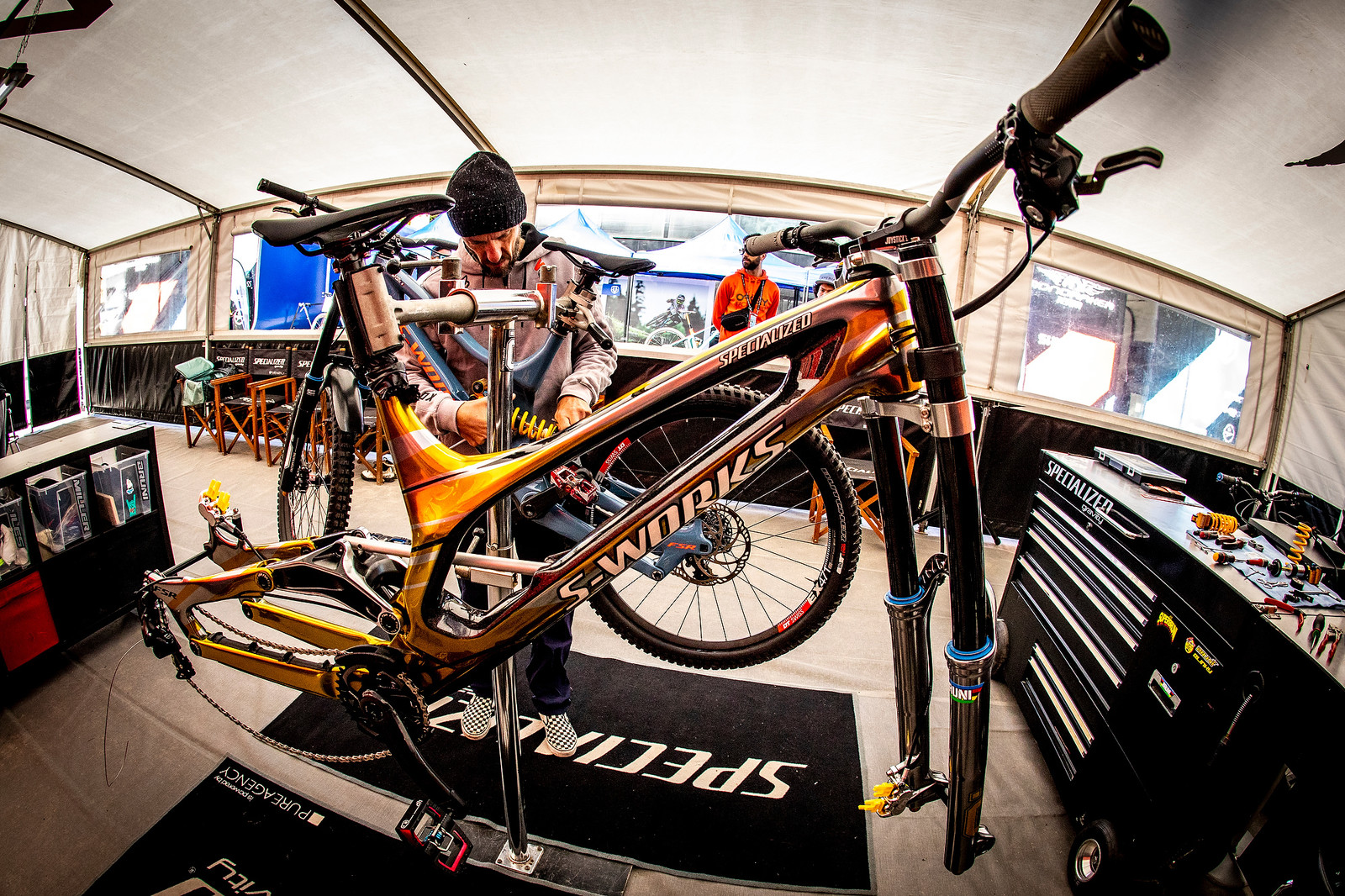 Assembling the Bling Bike - WORLD CHAMPS BIKE - Loic Bruni's Specialized Demo - Mountain Biking Pictures - Vital MTB