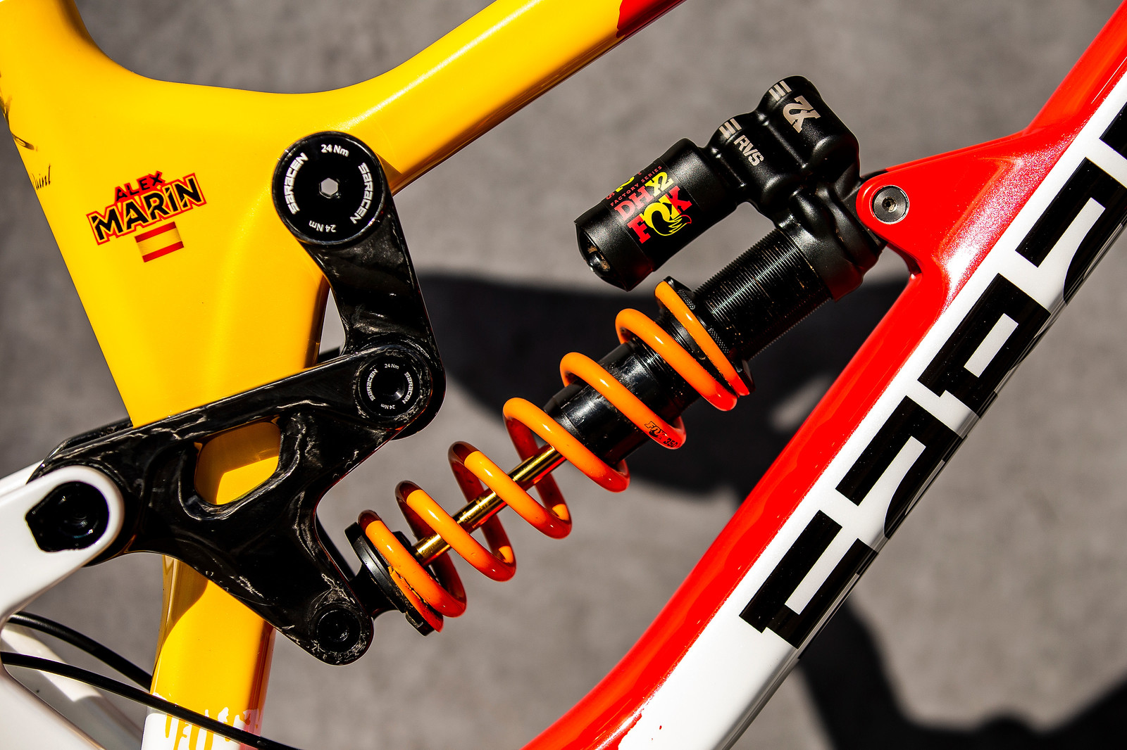 FOX DHX2 - WORLD CHAMPS BIKE - Alex Marin's Saracen Myst - Mountain Biking Pictures - Vital MTB