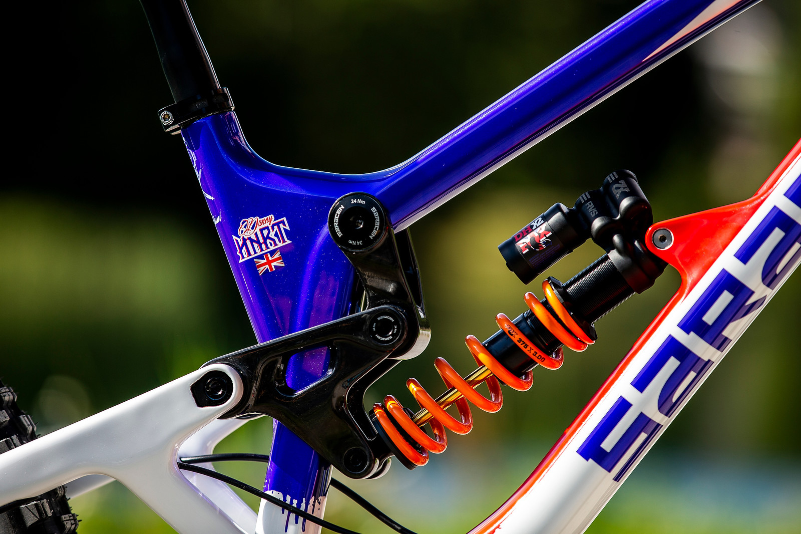 Lots of Linkage - WORLD CHAMPS BIKE - Danny Hart's Saracen Myst - Mountain Biking Pictures - Vital MTB