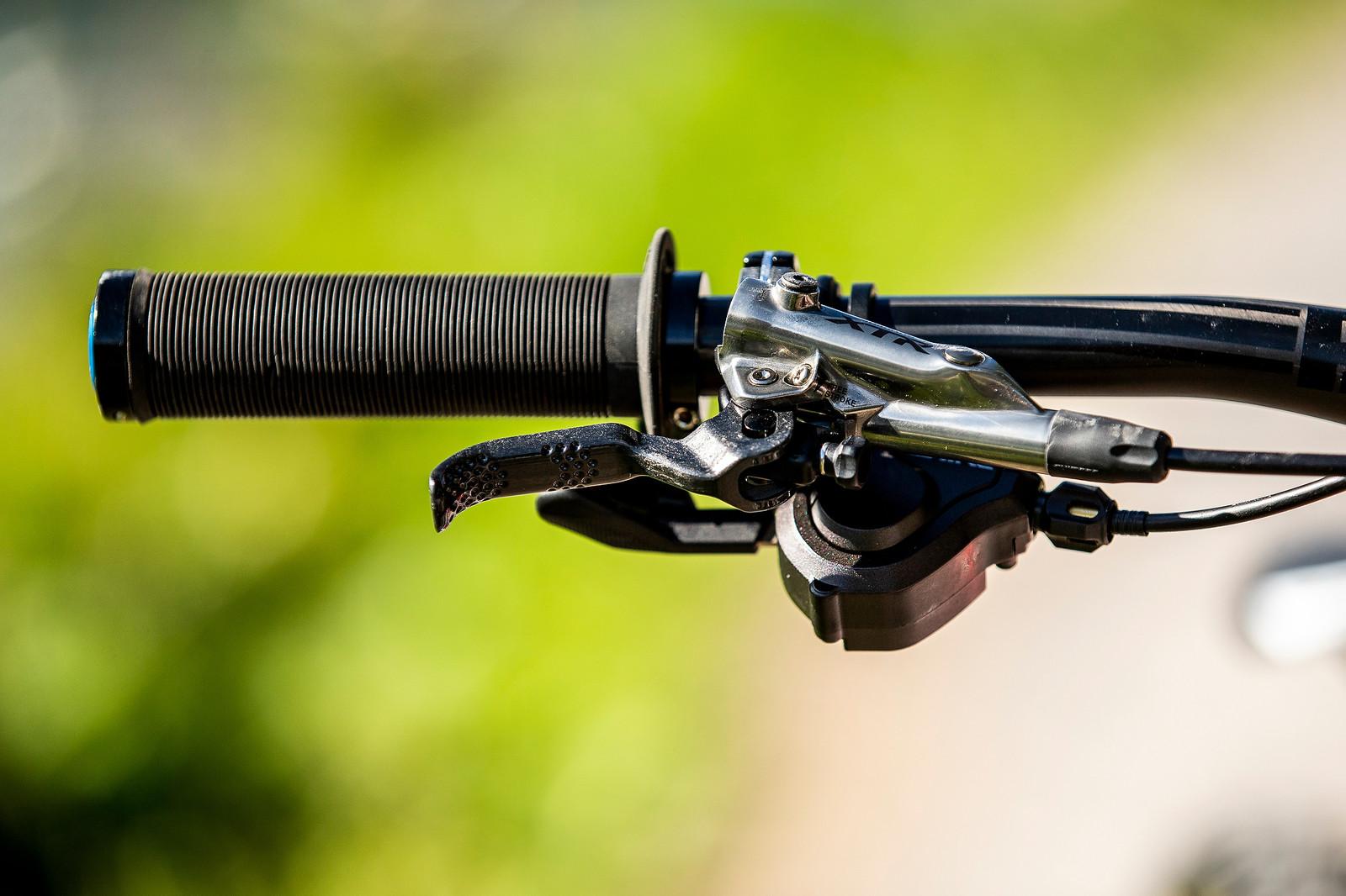Flanged Grips - WORLD CHAMPS BIKE - Danny Hart's Saracen Myst - Mountain Biking Pictures - Vital MTB