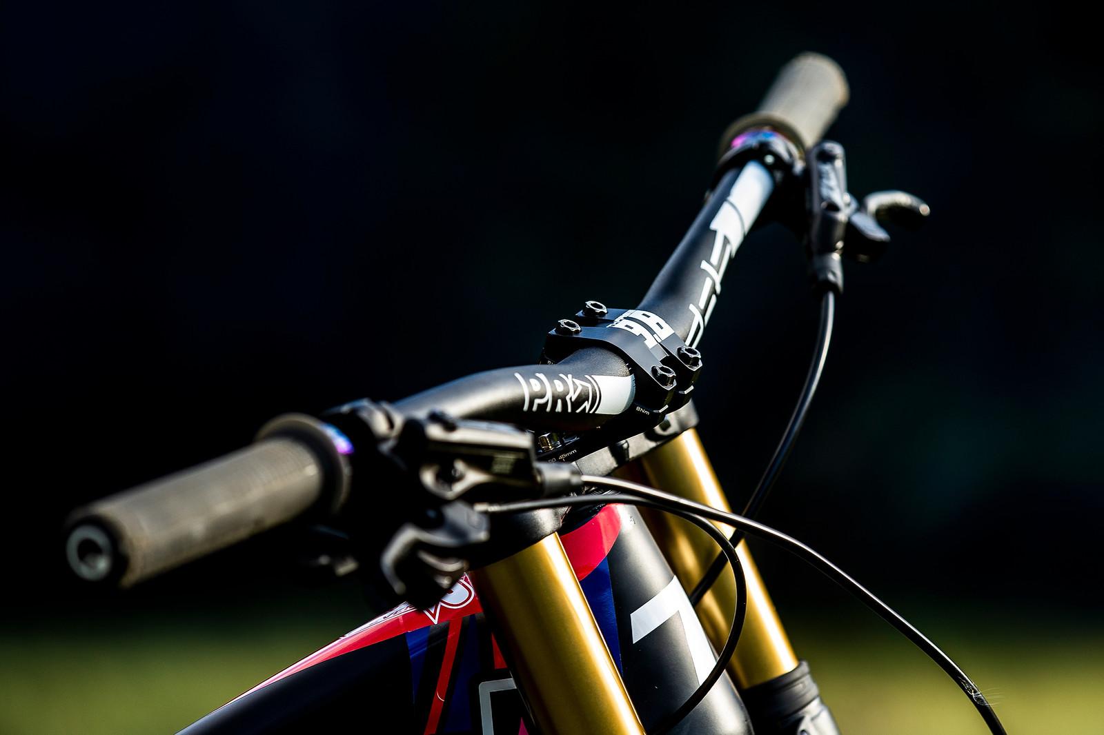 Cockpit - WORLD CHAMPS BIKE - Jamie Edmondson's Transition TR11 - Mountain Biking Pictures - Vital MTB