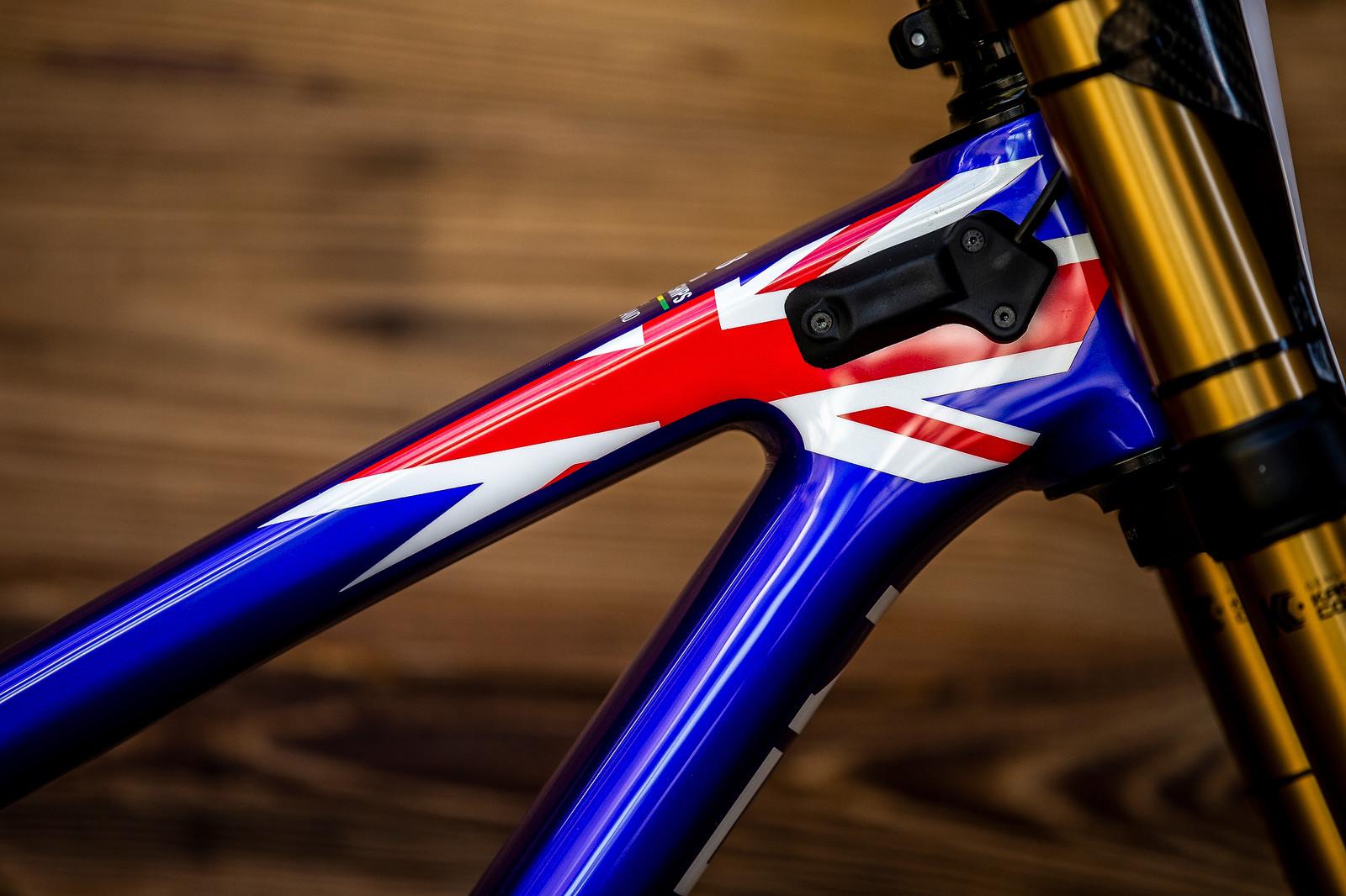 Union Jack - WORLD CHAMPS BIKE - Matt Walker's Saracen Myst - Mountain Biking Pictures - Vital MTB