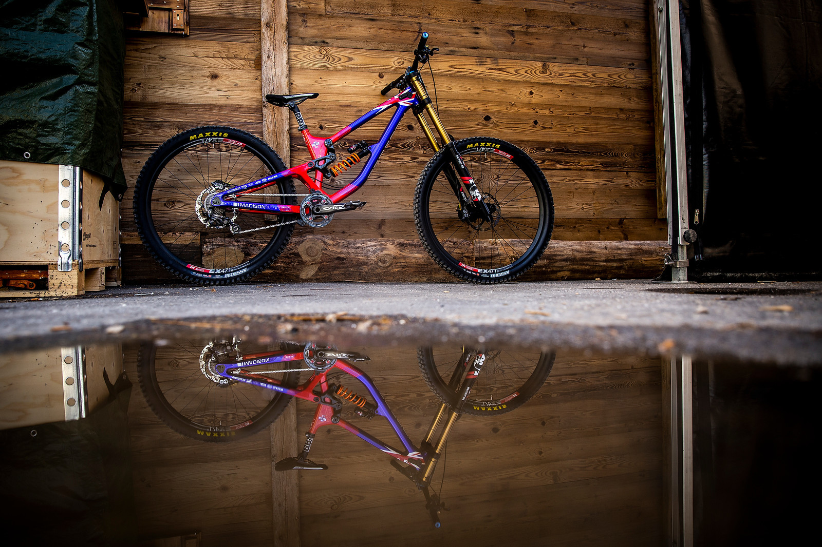Reflect on the Future - WORLD CHAMPS BIKE - Matt Walker's Saracen Myst - Mountain Biking Pictures - Vital MTB