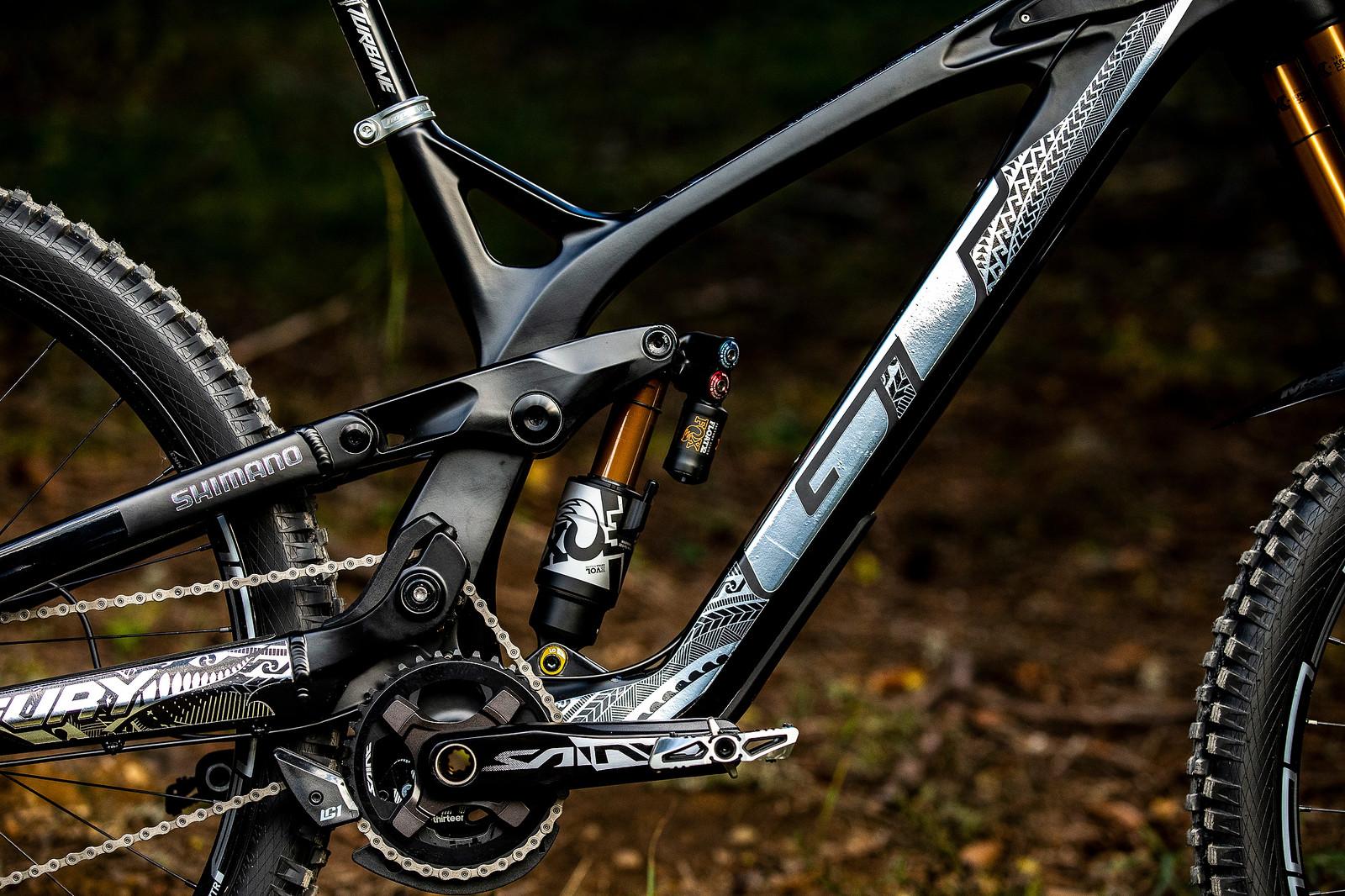 High-Idler Love - WORLD CHAMPS BIKE - Wyn Masters' GT Fury - Mountain Biking Pictures - Vital MTB