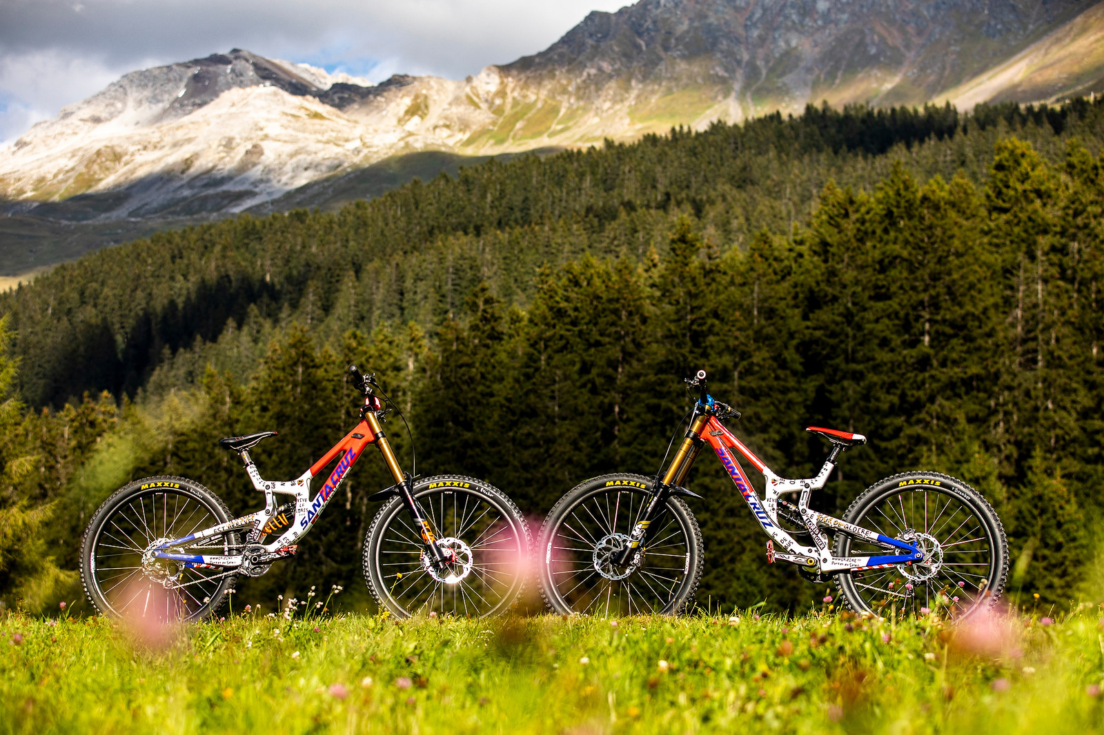 Two Bikes for Loris Vergier at World Champs - WORLD CHAMPS BIKES - Loris Vergier's Santa Cruz V10s - Mountain Biking Pictures - Vital MTB
