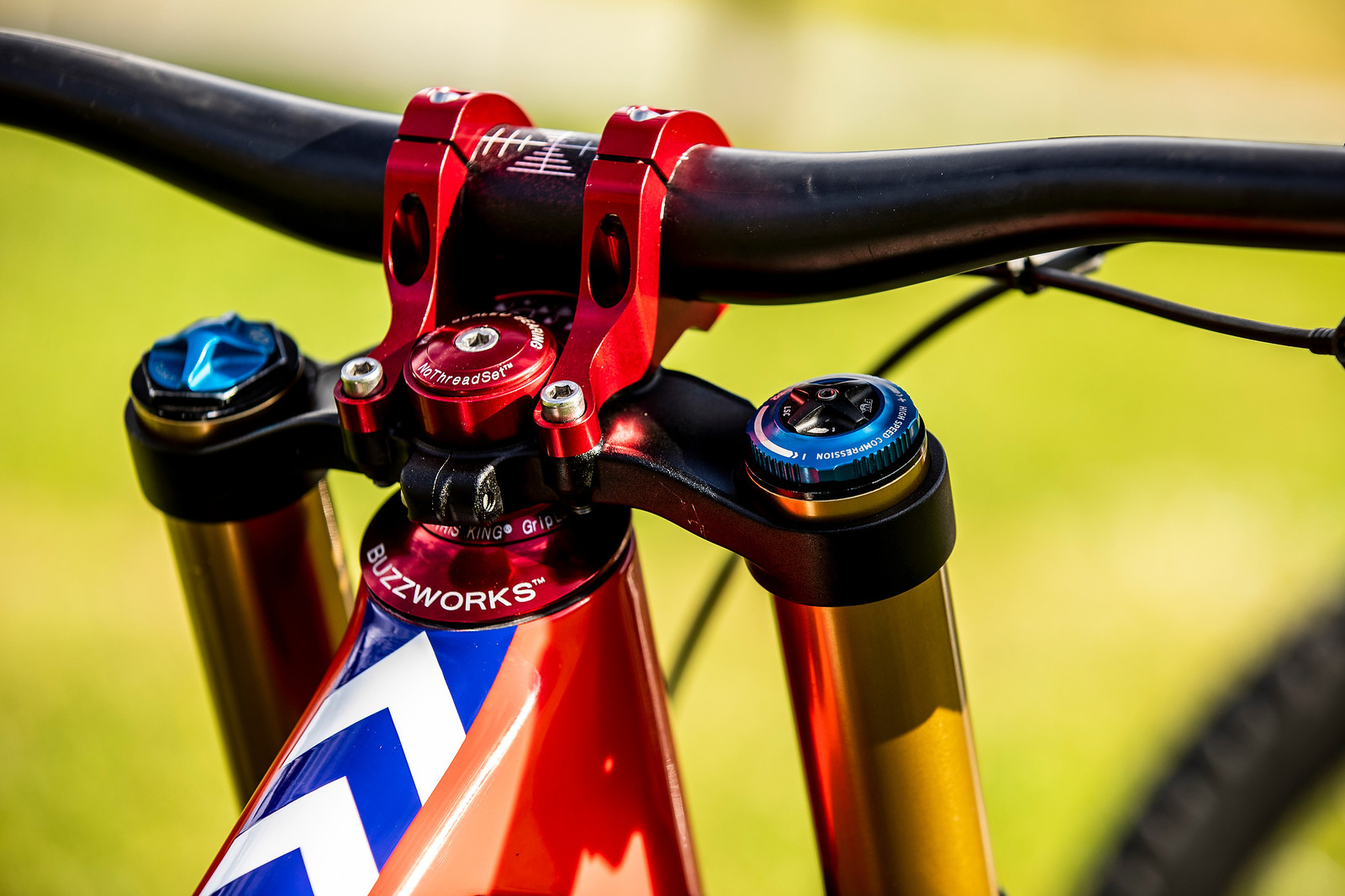 Longer Reach, Carbon Bars - WORLD CHAMPS BIKES - Loris Vergier's Santa Cruz V10s - Mountain Biking Pictures - Vital MTB