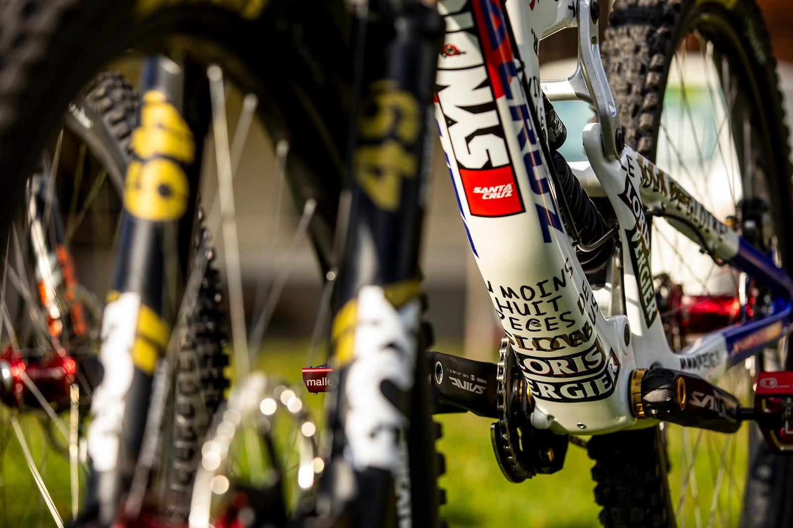 The Sharpie Treatment - WORLD CHAMPS BIKES - Loris Vergier's Santa Cruz V10s - Mountain Biking Pictures - Vital MTB