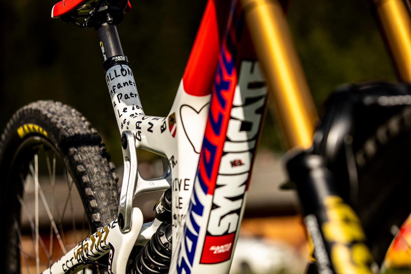 Sharpie is Fast - WORLD CHAMPS BIKES - Loris Vergier's Santa Cruz V10s - Mountain Biking Pictures - Vital MTB