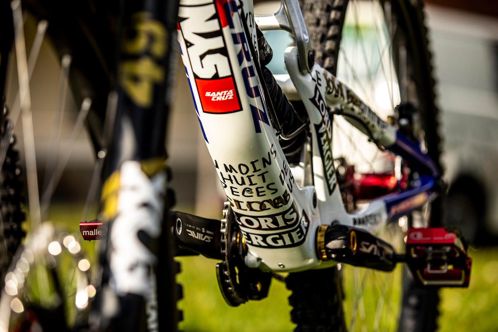 Lenzer18 O5A1616 - WORLD CHAMPS BIKES - Loris Vergier's Santa Cruz V10s - Mountain Biking Pictures - Vital MTB