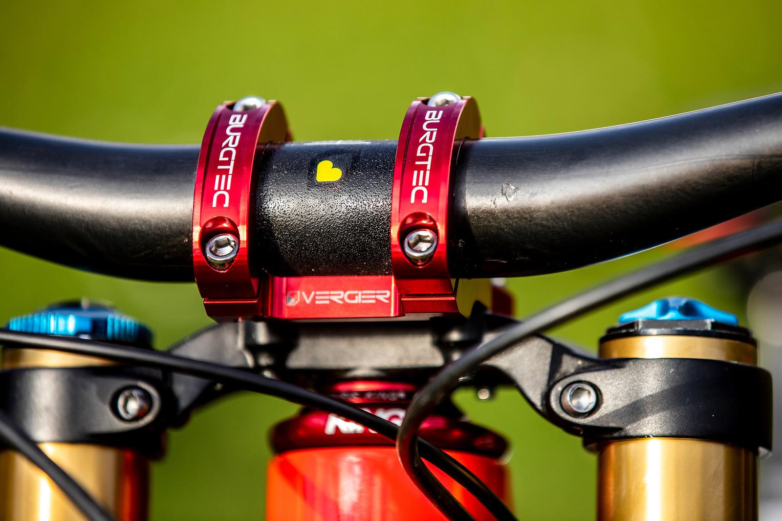 Long with Carbon - WORLD CHAMPS BIKES - Loris Vergier's Santa Cruz V10s - Mountain Biking Pictures - Vital MTB