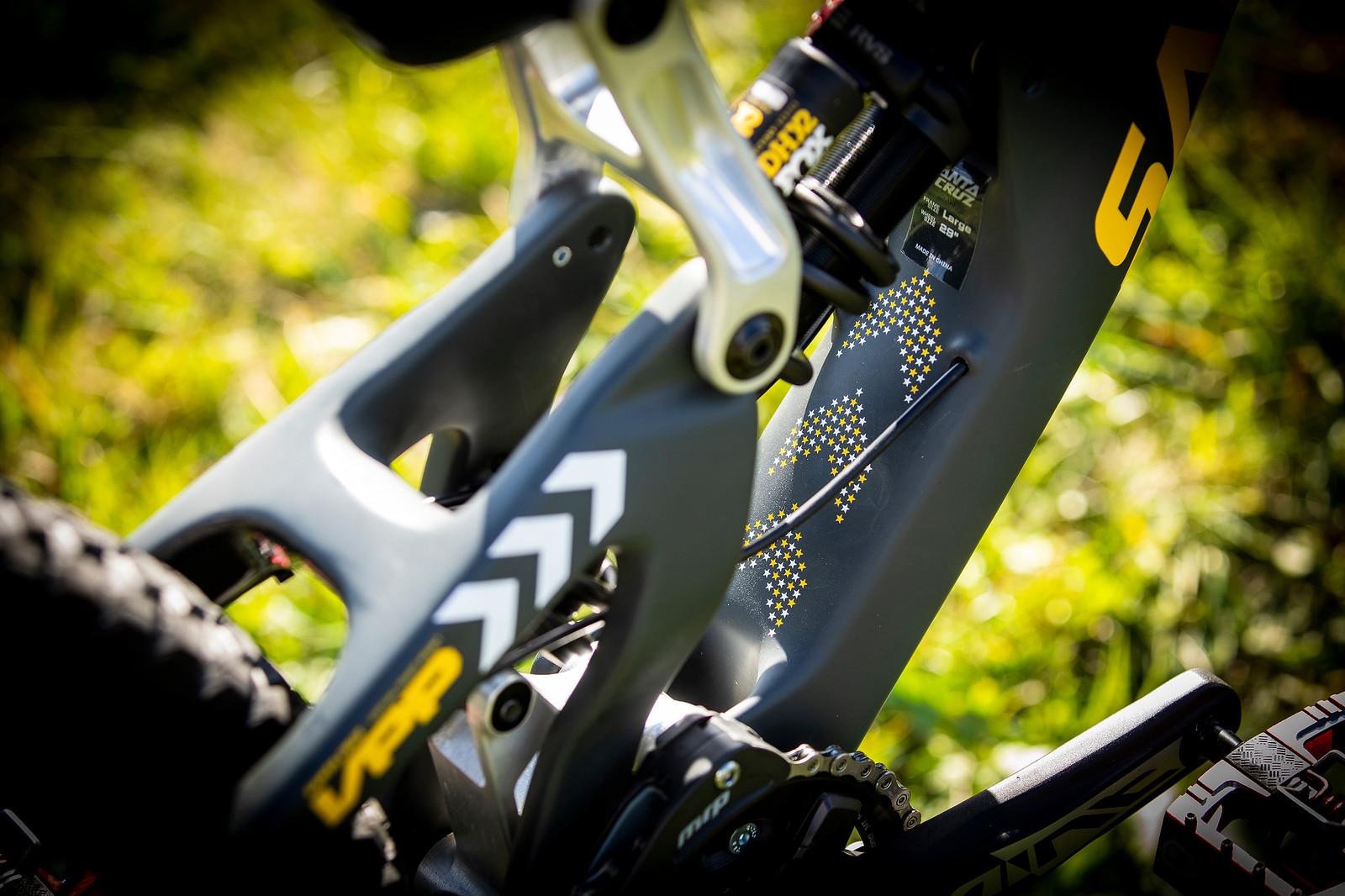 Linkage - WORLD CHAMPS BIKE - Luca Shaw's Santa Cruz V10 - Mountain Biking Pictures - Vital MTB