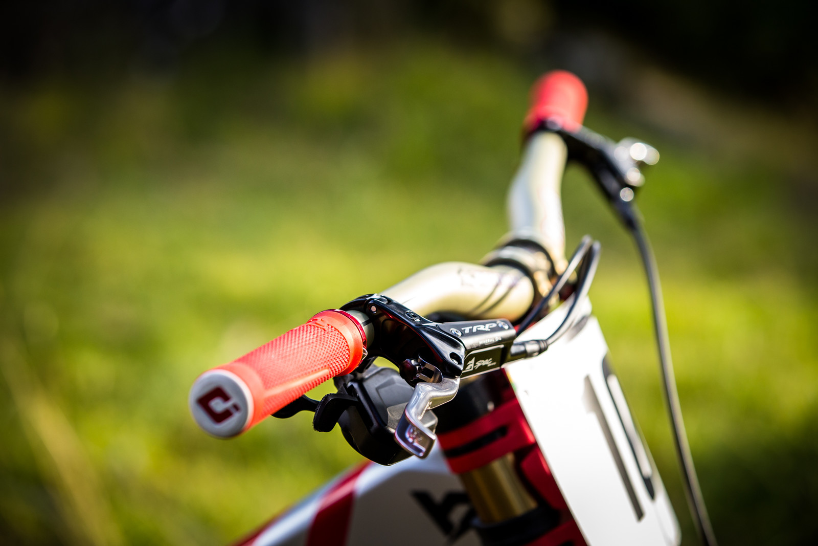 Aligned and Tidy - WORLD CHAMPS BIKE - Aaron Gwin's YT TUES - Mountain Biking Pictures - Vital MTB