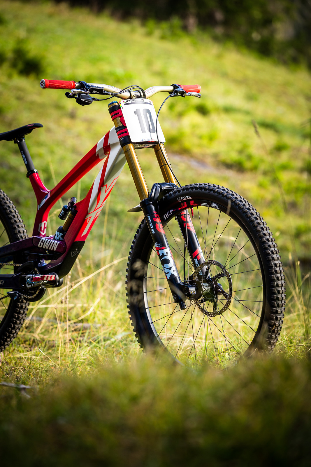 Dropping Zeroes - WORLD CHAMPS BIKE - Aaron Gwin's YT TUES - Mountain Biking Pictures - Vital MTB