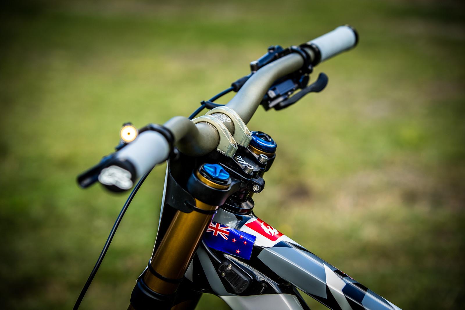 Renthal Cockpit - WORLD CHAMPS BIKE - Eddie Masters' Pivot Phoenix - Mountain Biking Pictures - Vital MTB