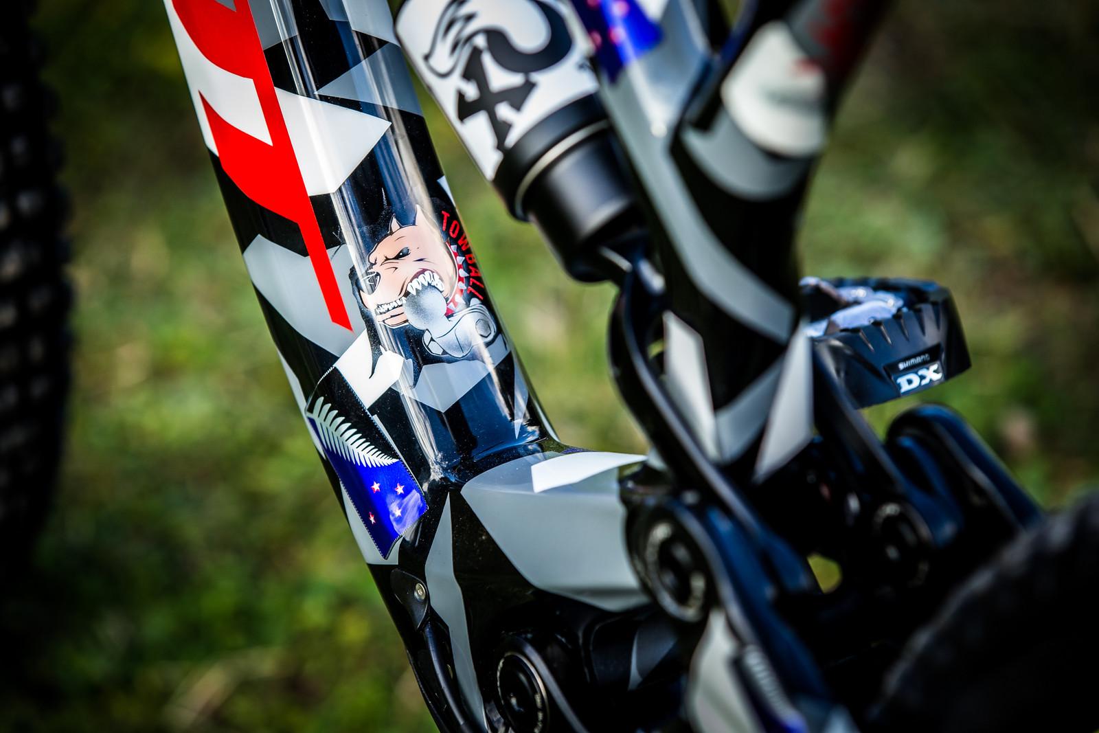 Towball! - WORLD CHAMPS BIKE - Eddie Masters' Pivot Phoenix - Mountain Biking Pictures - Vital MTB