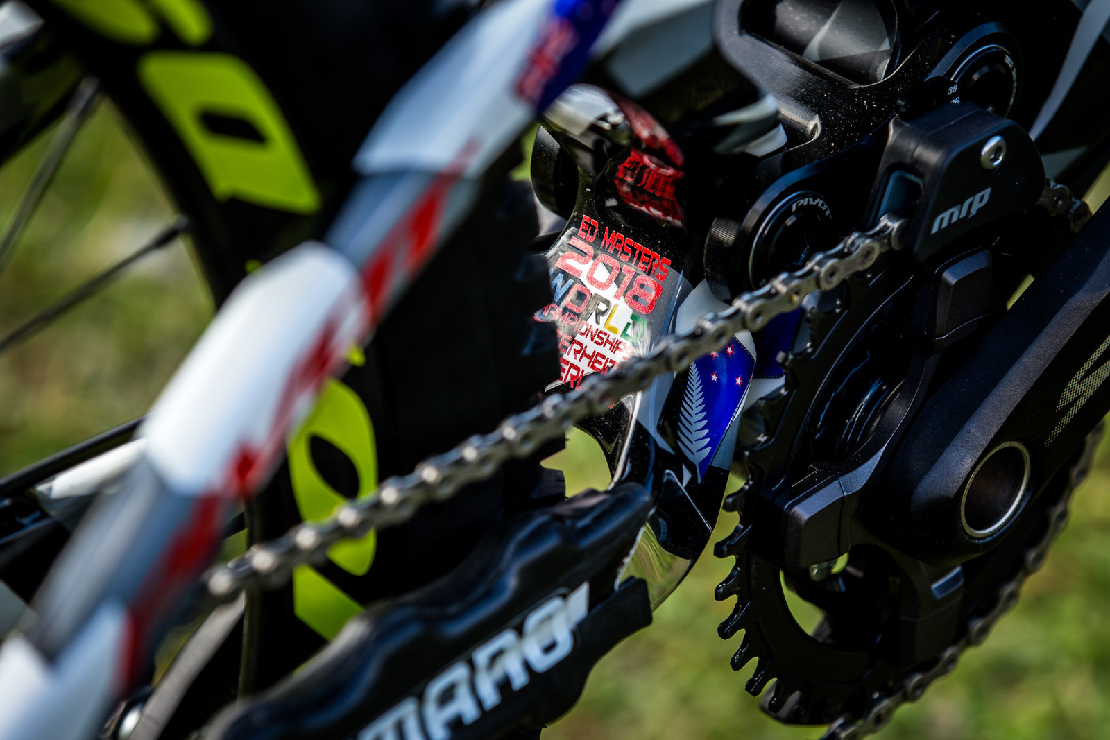 Details - WORLD CHAMPS BIKE - Eddie Masters' Pivot Phoenix - Mountain Biking Pictures - Vital MTB